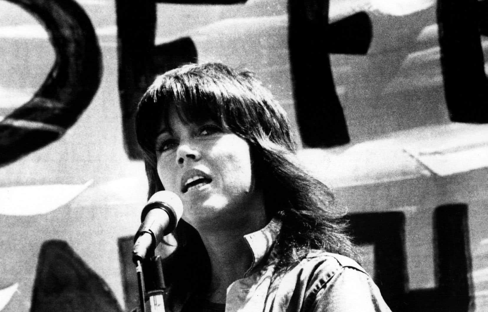 Durant les dix années qu'elle a partagées avec Ted Turner, qu'elle appelle tendrement son ex-mari préféré, Jane Fonda a tourné le dos au cinéma, défendant activement la cause des femmes.
