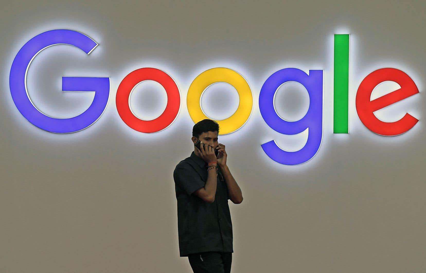 Les principaux ministères, mais aussi les grands organismes publics et sociétés d'État sont désormais des clients fidèles de Facebook, Google, Twitter ou encore LinkedIn, installés en Californie.