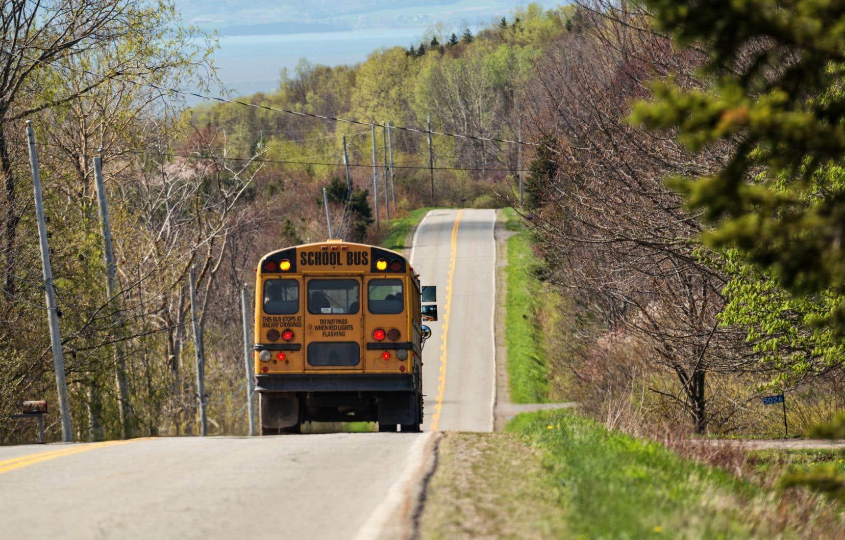 Certaines écoles du nord du Nouveau-Brunswick doivent fusionner, alors que d'autres ferment carrément leurs portes en raison du manque d'élèves, souligne l'auteure.