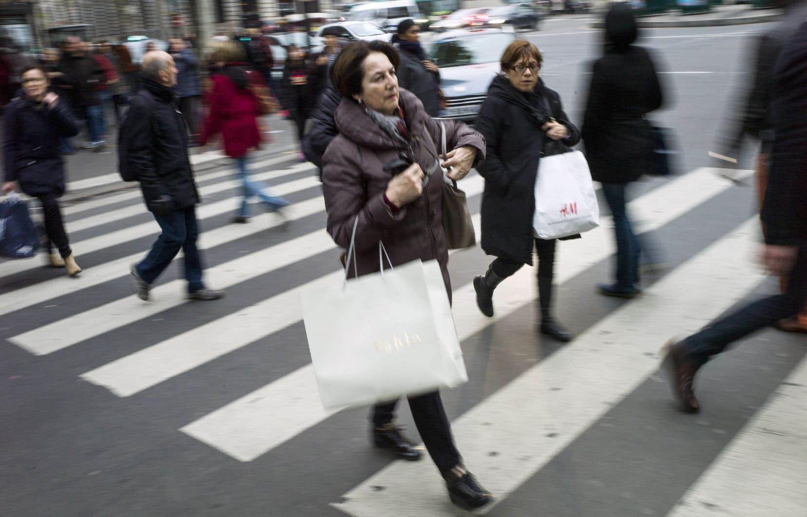<p>Le PIB du Québec a crû de 0,6% entre les premier et deuxième trimestres, soit à un rythme annuel de 2,5%.</p>