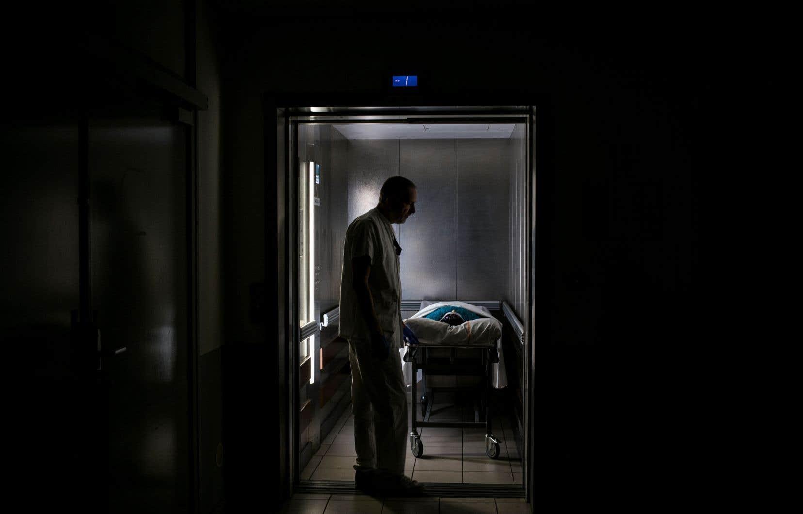 <p>La loi actuelle ne permet pas à une province d'adopter une loi sur l'aide à mourir qui serait plus permissive que la loi fédérale, a fait savoir le porte-parole du ministère fédéral de la Justice, Ian McLeod, au «Devoir».</p>