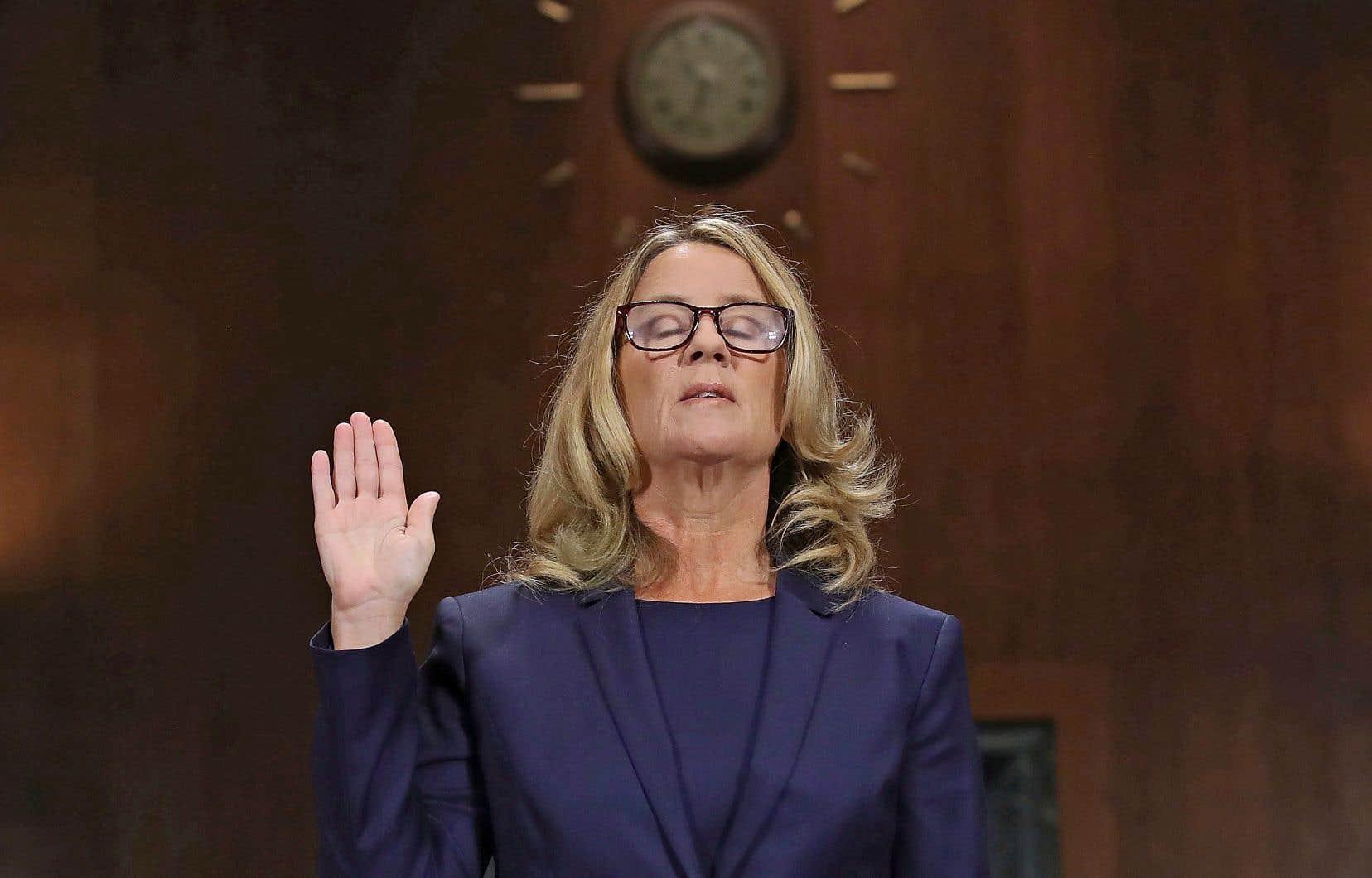 Christine Blasey Ford au moment de prêter serment avant d'entreprendre son témoignage devant le Sénat américain