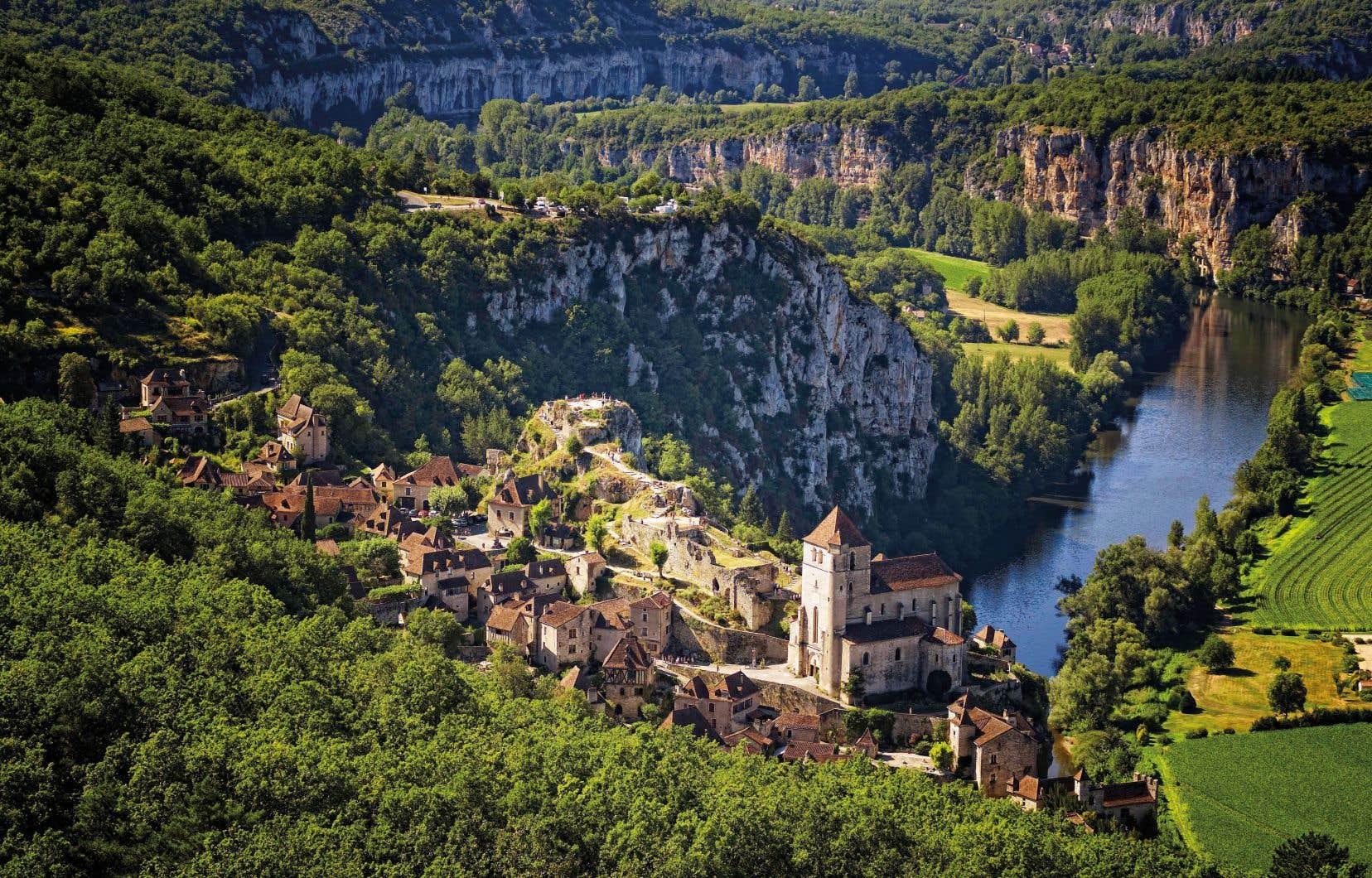 Le village de Saint-Cirq-Lapopie et les Causses