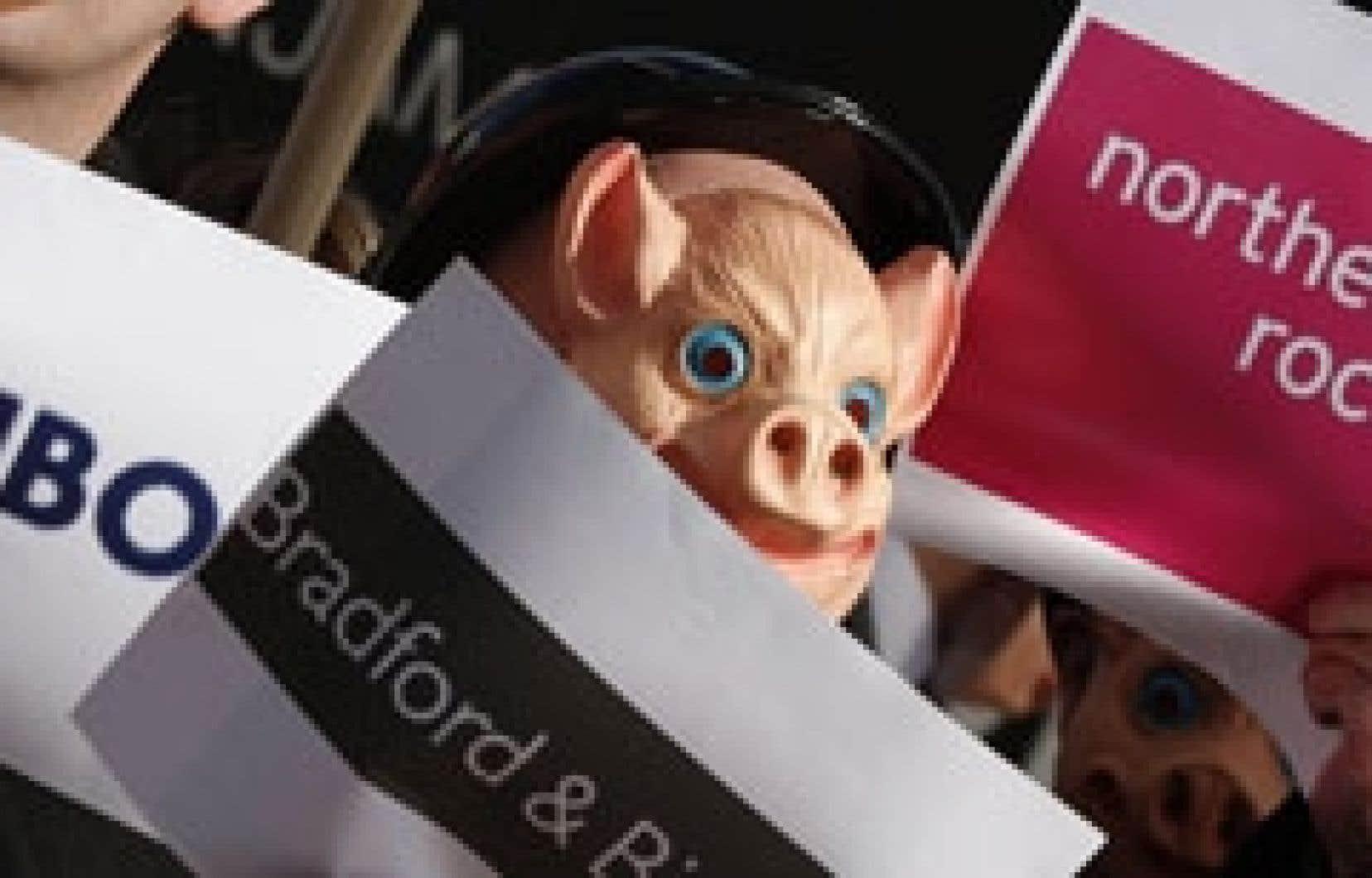 Des membres du syndicat UNITE, en Grande-Bretagne, manifestent pour exposer les effets néfastes de la crise financière actuelle. Après les États-Unis, c'est maintenant l'Europe qui doit trouver des façons de se sortir de la crise. Le président