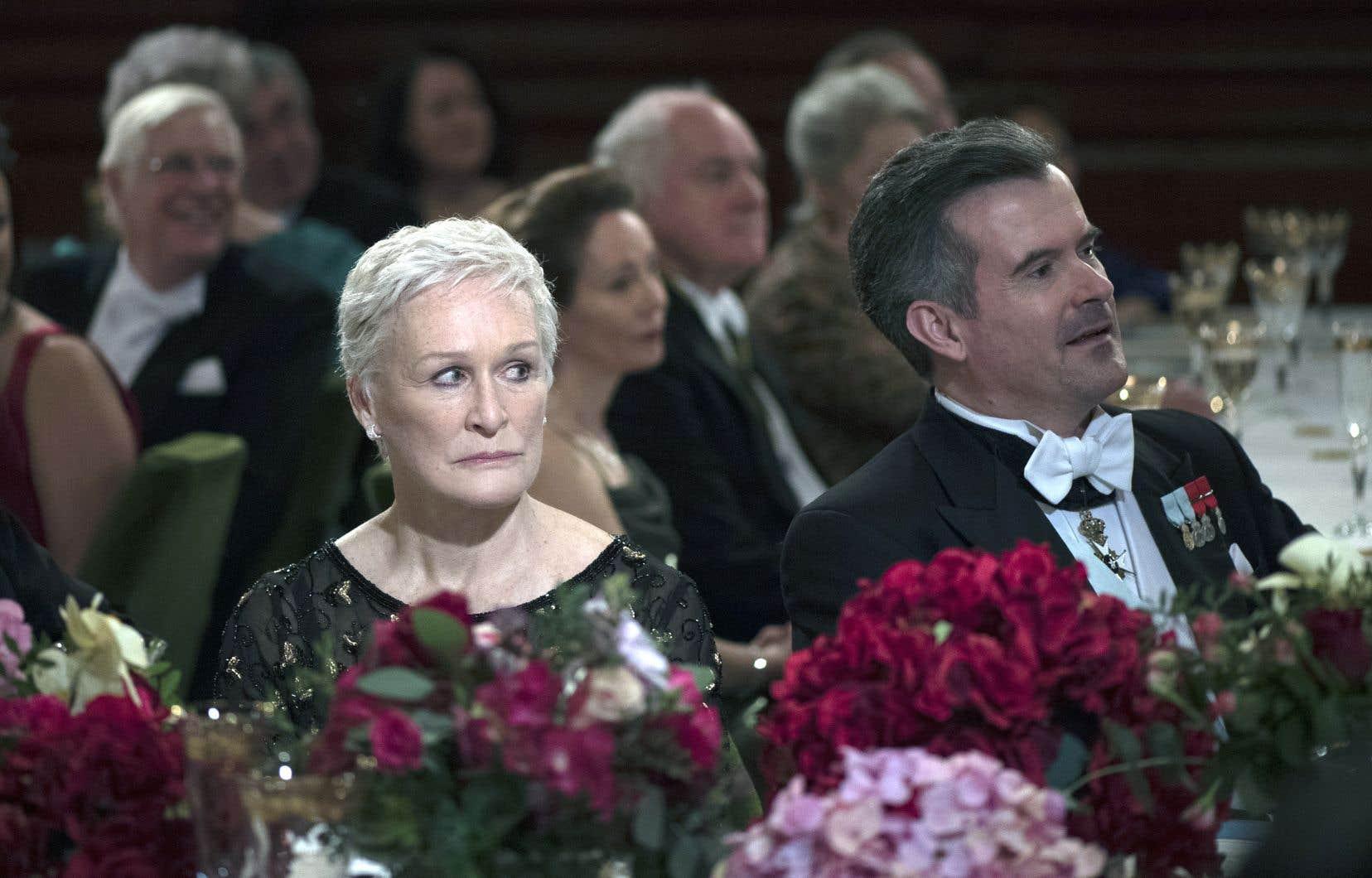 À la réalisation, Björn Runge s'en remet presque exclusivement au talent de Glenn Close. Filmé en gros, à répétition, le visage de l'actrice tient souvent lieu de «mise en scène».