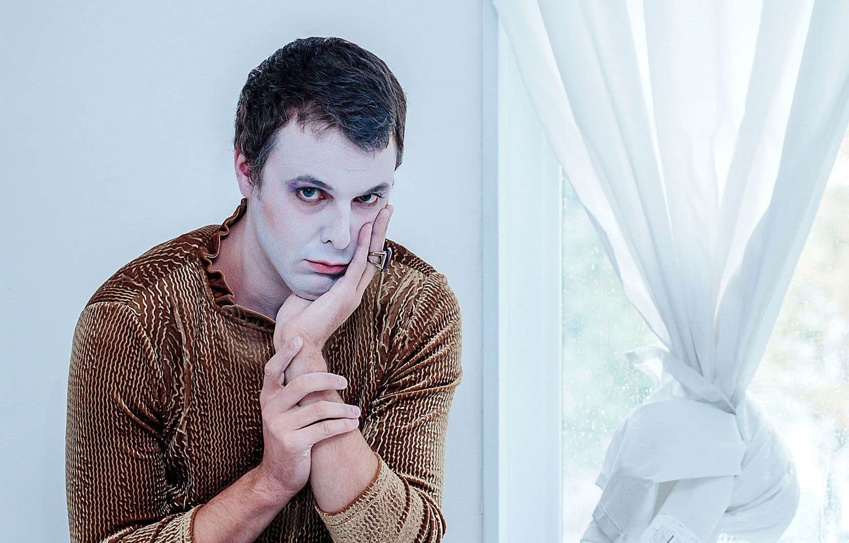 Entre donc en scène le nouvel Anatole. Le visage blanc est toujours là. Mais le performeur présente ses aveux: cette «Nouvelle L.A.» messianique qu'il nous avait promise auparavant n'était qu'un bluff.