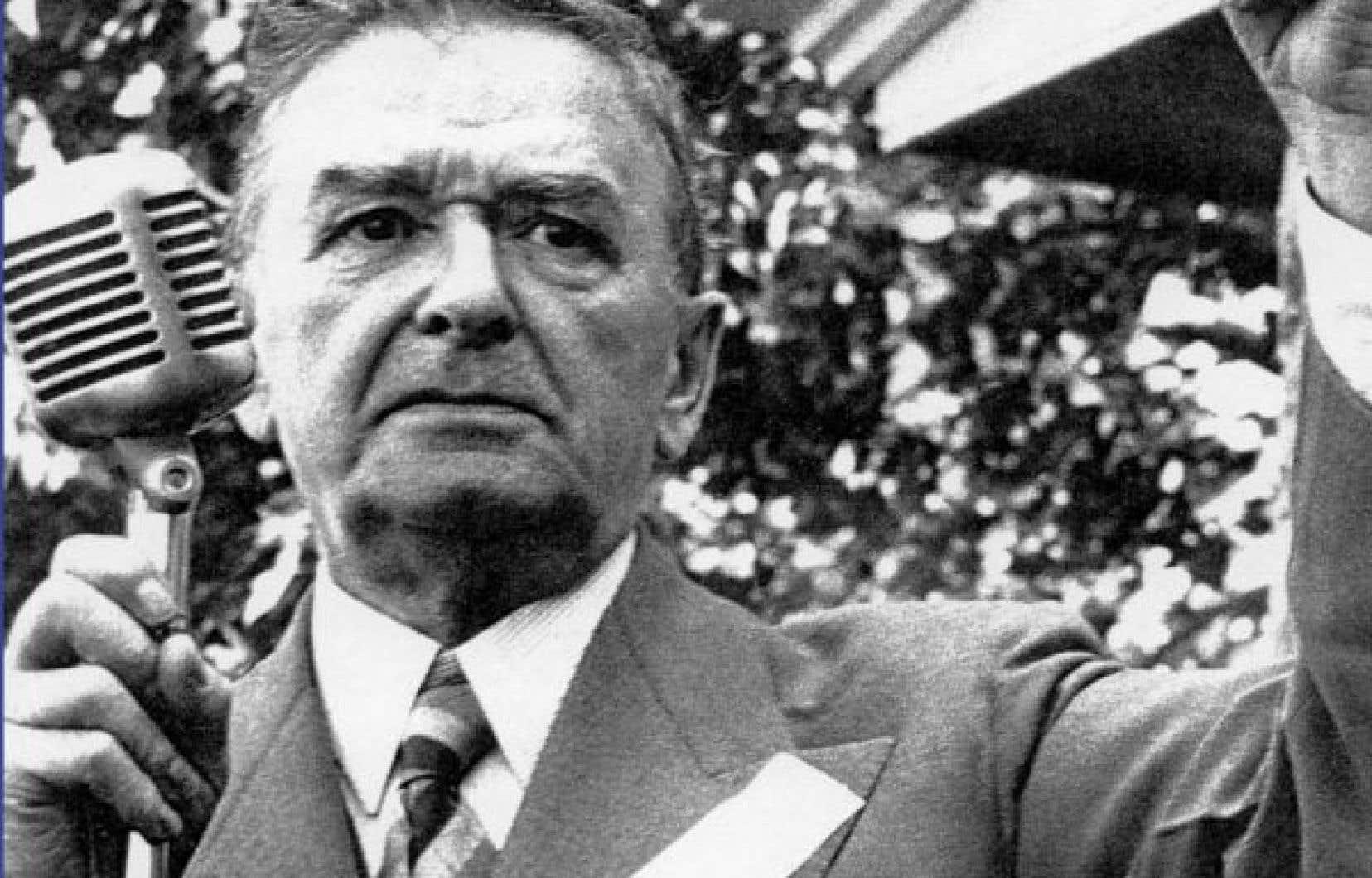 Durant les élections, c'est vraiment à compter de 1936, avec Maurice Duplessis, qu'apparaissent de façon forte des préoccupations nationales, indique Jean-Herman Guay, sociologue à l'Université de Sherbrooke.