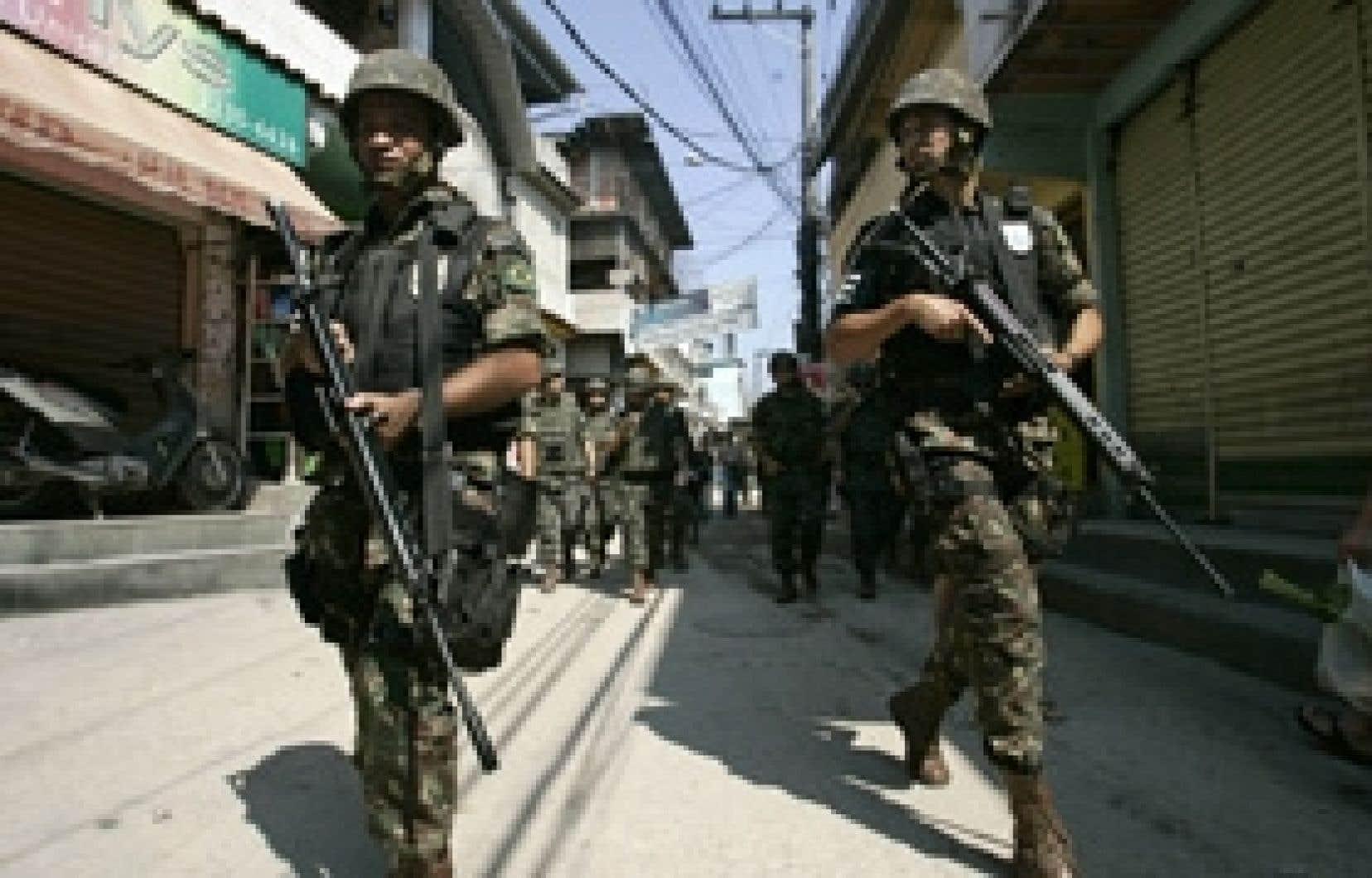 La démonstration de force du gouvernement réussira-t-elle à intimider les narcotrafiquants et les paramilitaires?