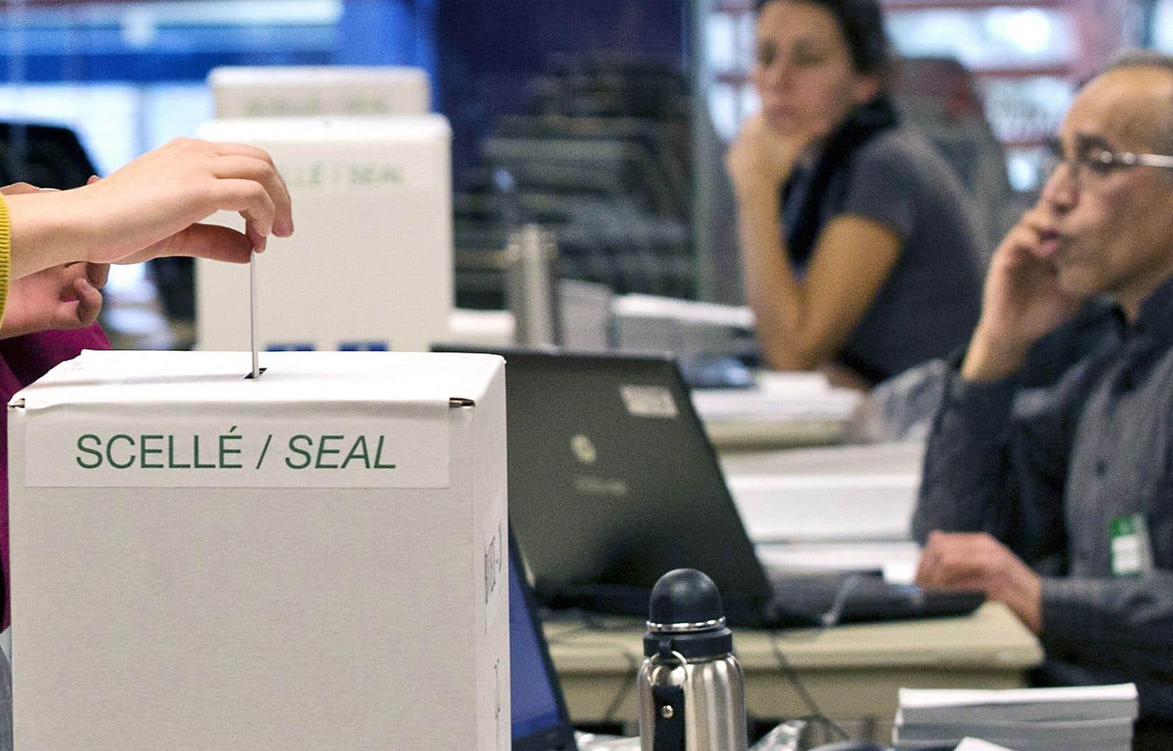 Plus de 1,1million d'électeurs sont allés aux urnes avant le jour J du 1eroctobre, soit 17,93%, comparativement à 19,27% en 2014.