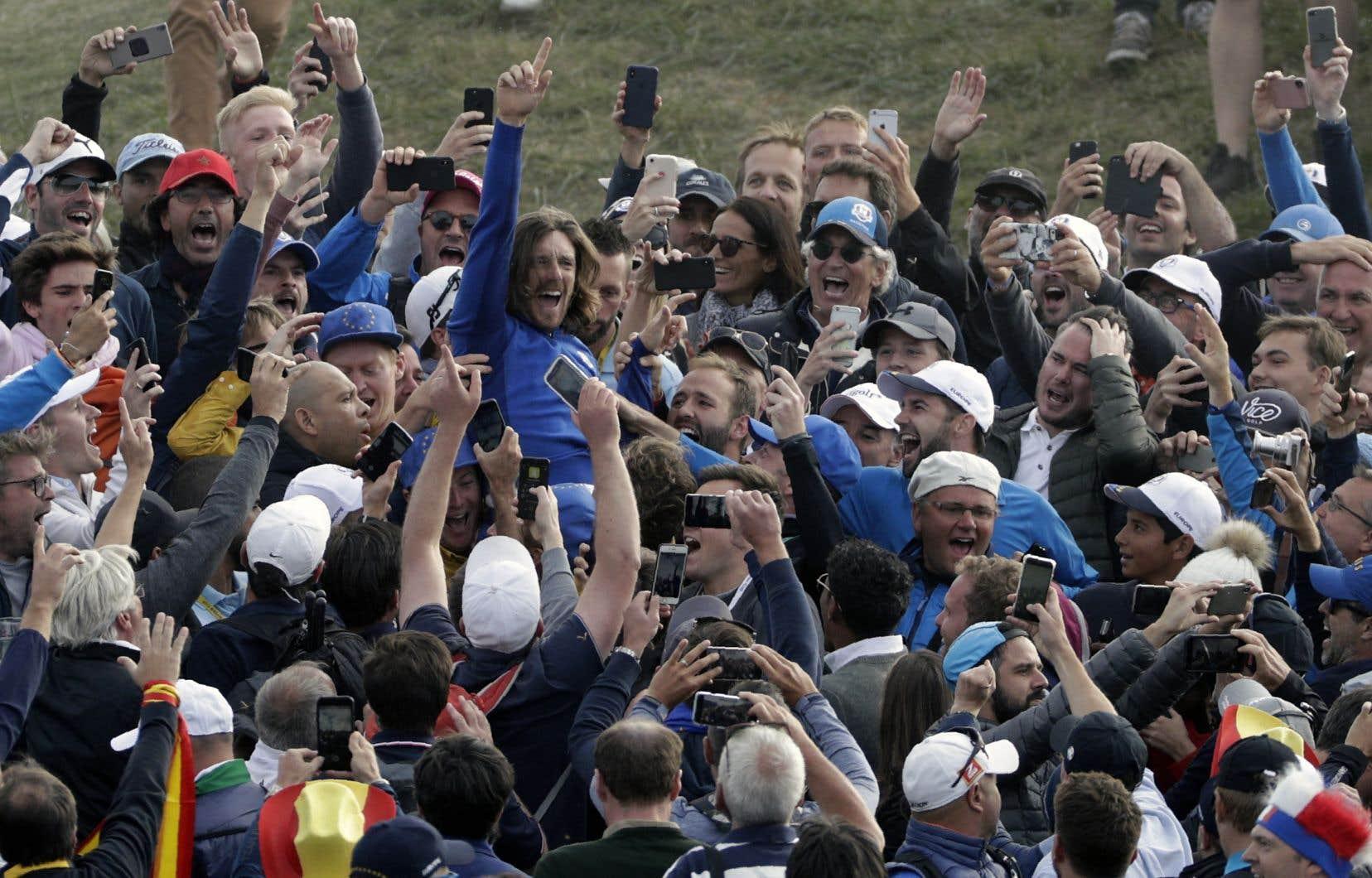 Le golfeur anglais Tommy Fleetwood célèbrant après la victoire de l'Europe à la 42e Coupe Ryder