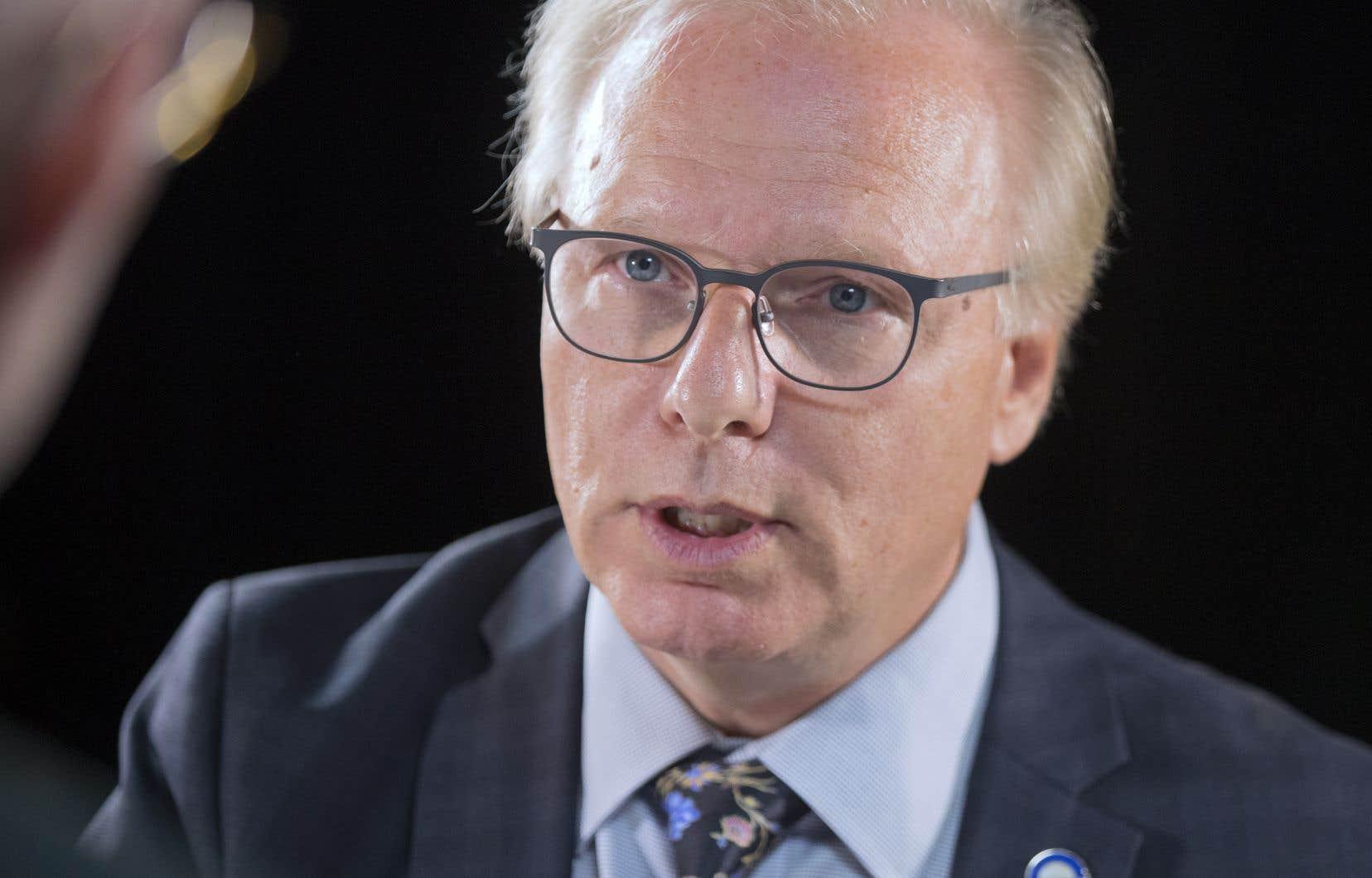 Le chef du Parti québécois, Jean-François Lisée, s'est empressé, peu avant 23 h dimanche de dénoncer le résultat des négociations commerciales
