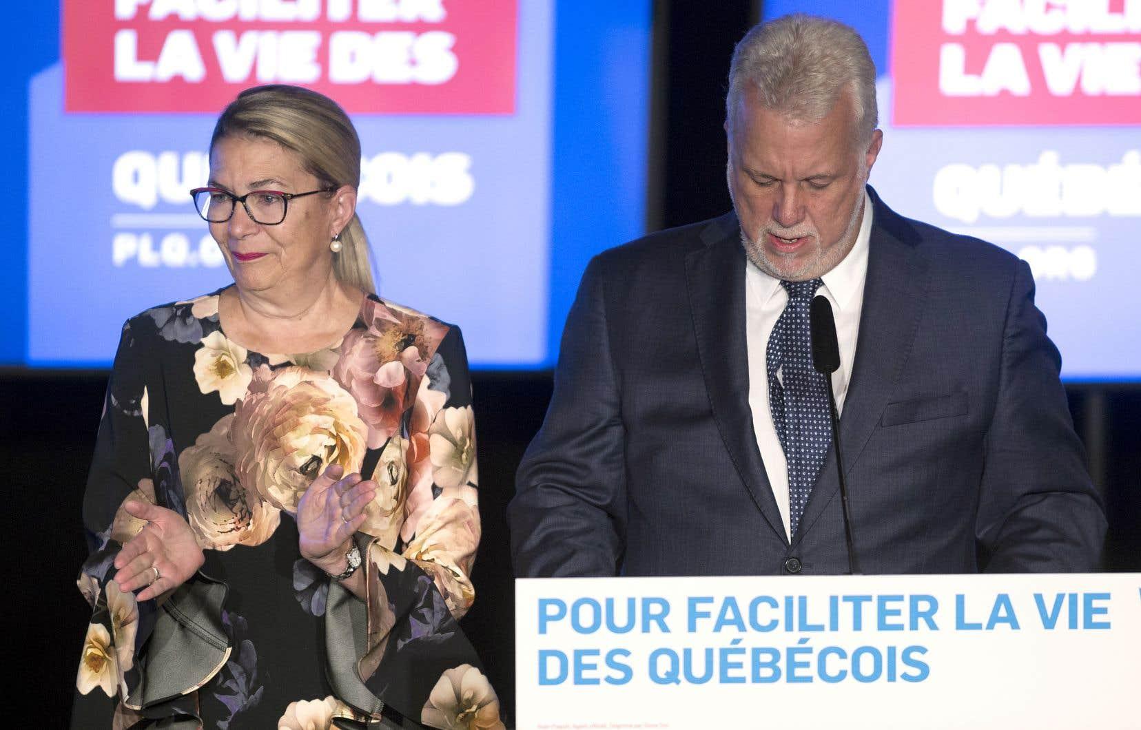 Philippe Couillard a remis en doute la poursuite de son engagement politique lorsqu'il a pris la parole devant les militants réunis à Saint-Félicien.