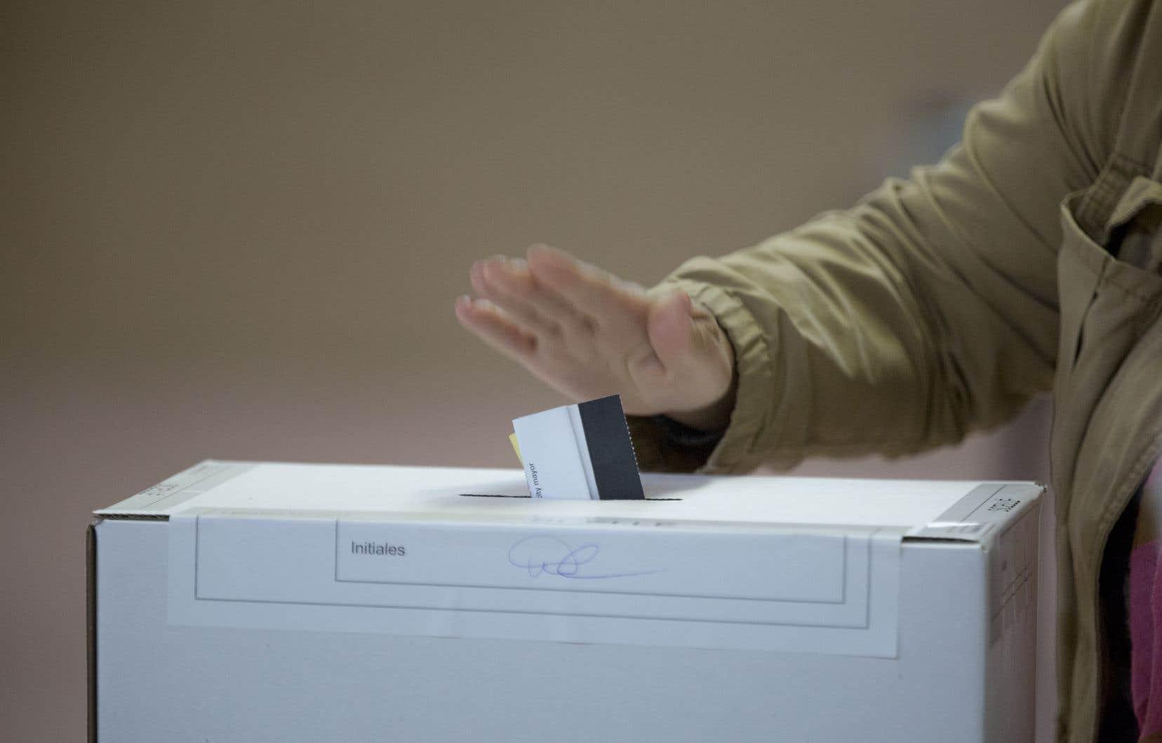 Le Parti québécois s'accroche à un mince espoir de voir le résultat du vote dans la circonscription de Gaspé être renversé par un second dépouillement.
