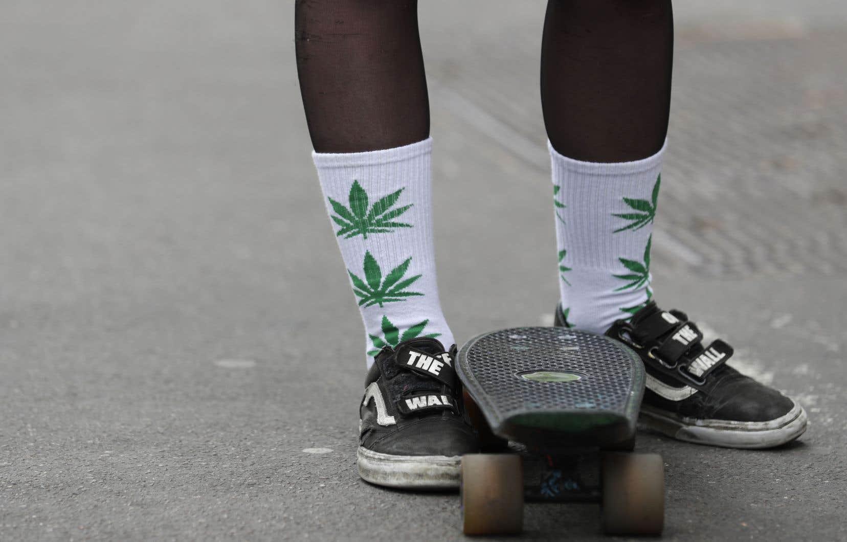 La CAQ a l'intention de ne permettre la possession et la consommation de cannabis qu'aux personnes âgées de 21 ans et plus.