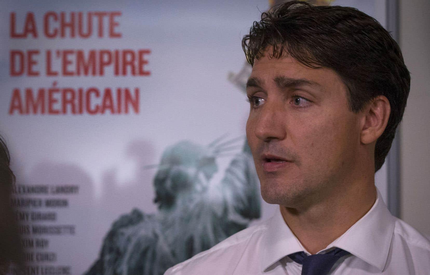 Le premier ministre Justin Trudeau s'est adressé aux médias au cours d'une visite des bureaux de Films Séville jeudi, à Montréal.