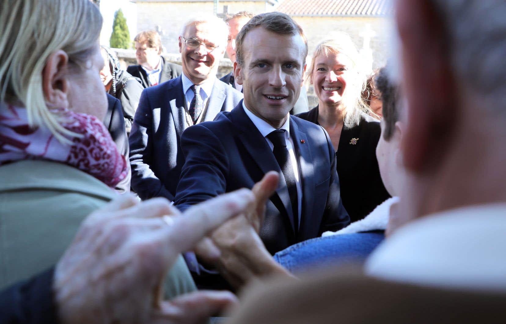 Coutumier des propos polémiques depuis son élection, Emmanuel Macron s'est vu accuser à plusieurs reprises de tenir des propos hautains sur la question sociale.