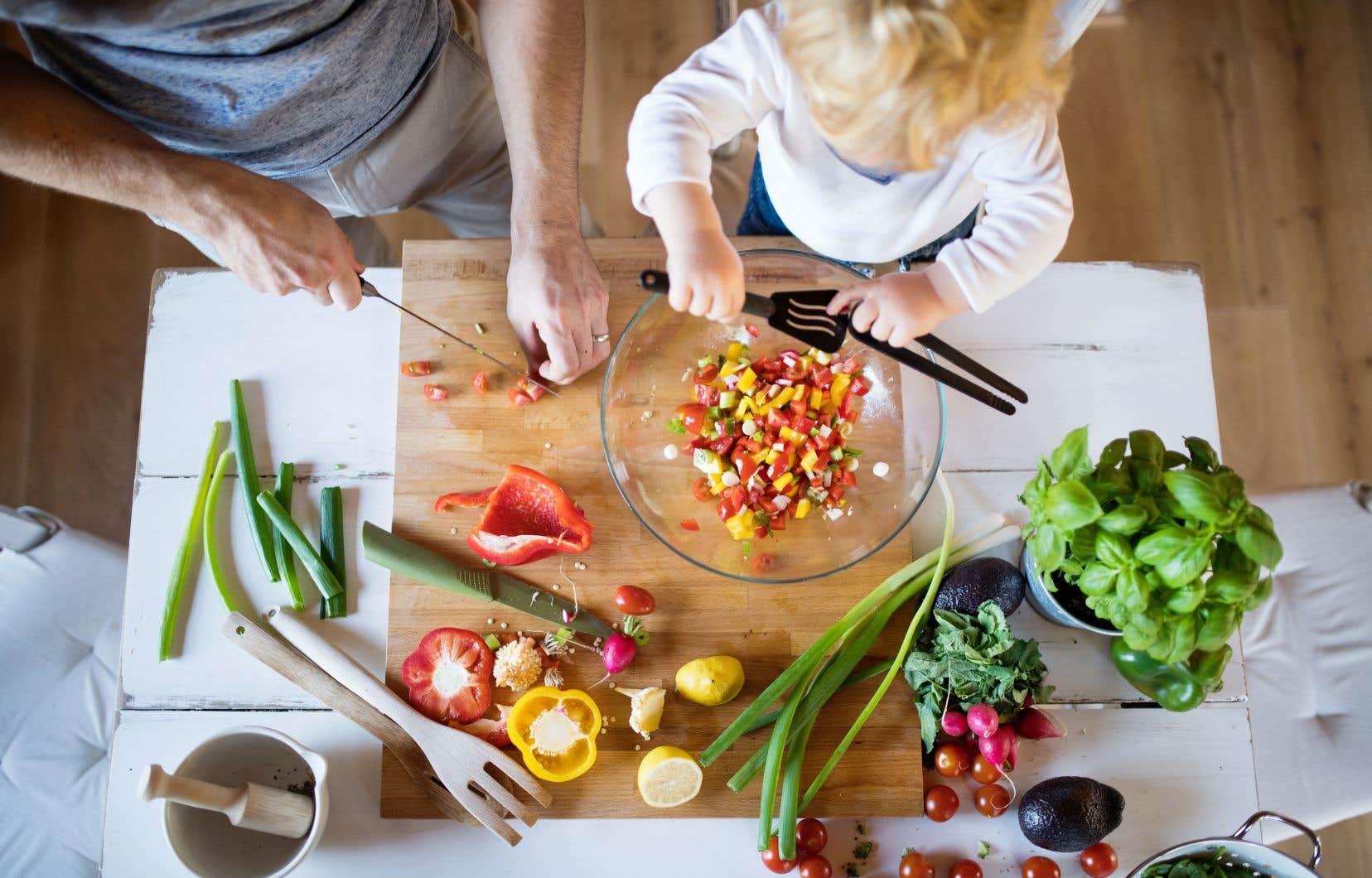 Seulement 40% des parents d'aujourd'hui cuisinent chaque soir, selon le rapport «Tout le monde à table» de 2011.