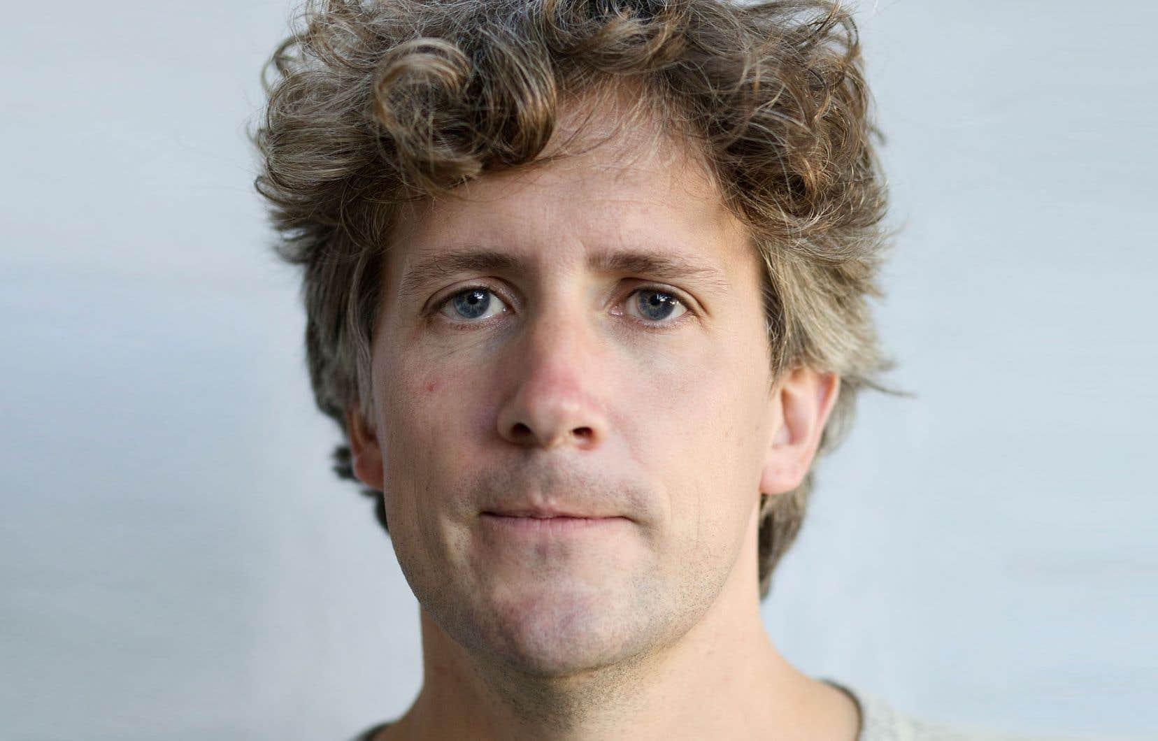 Écrivain touche-à-tout et artiste multidisciplinaire, Daniel Canty se mue cette fois en autobiographe précoce et livresque.