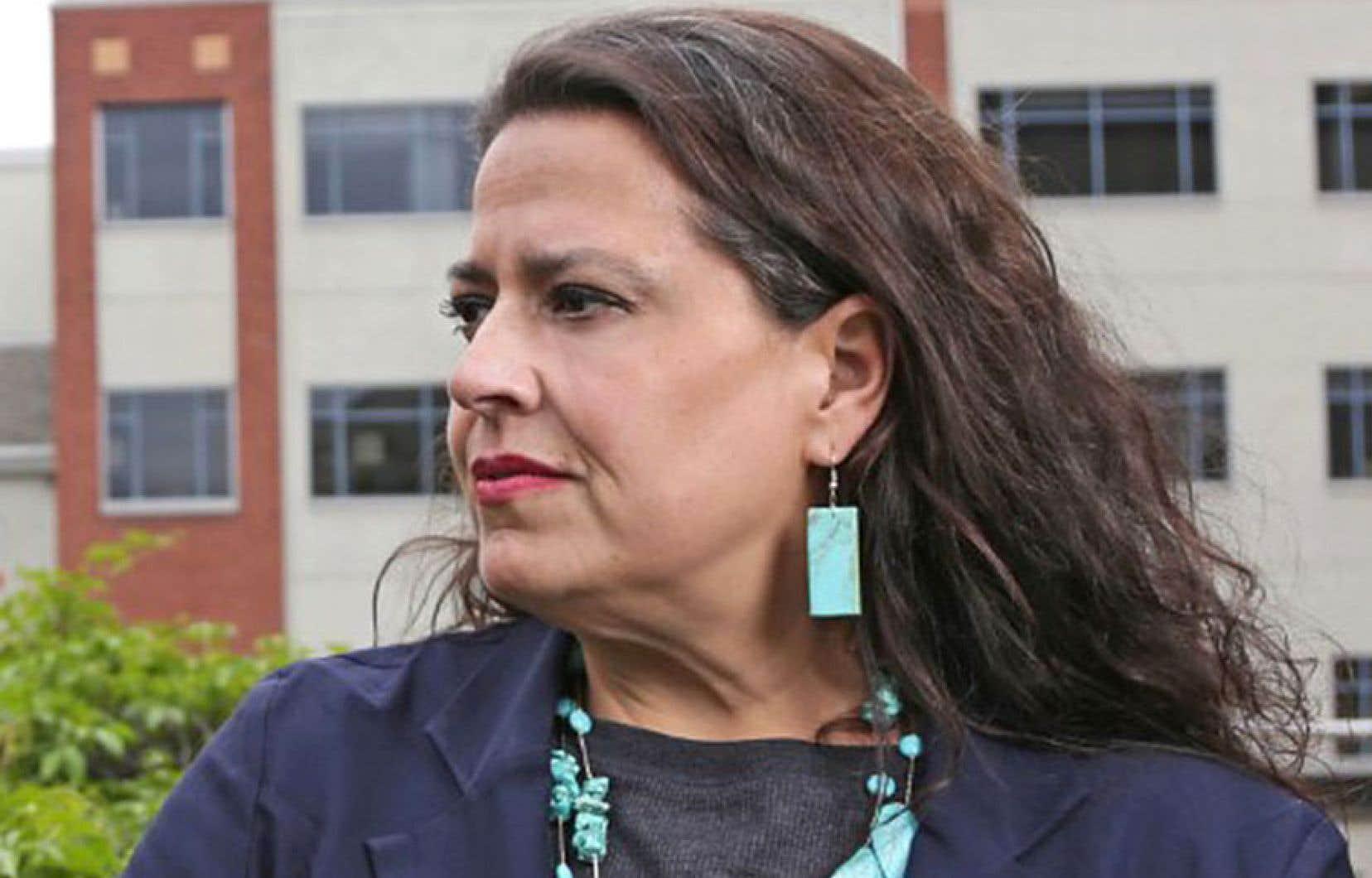 Tracey Lindberg appartient à la nation autochtone de Kelly Lake, au nord-ouest d'Edmonton. La vie de Bernice est inspirée en partie de son histoire, mais aussi de celle de femmes autochtones qu'elle a connues.