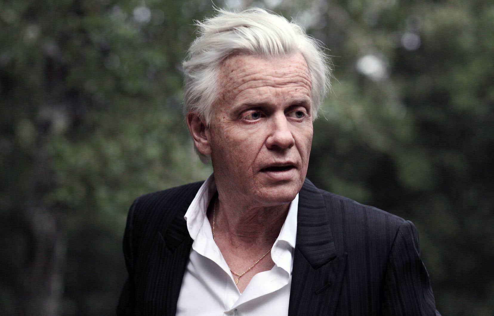 Sous son maquillage vieillissant hyperréaliste, Alex Lutz (40 ans) incarne Guy Jamet (74 ans).