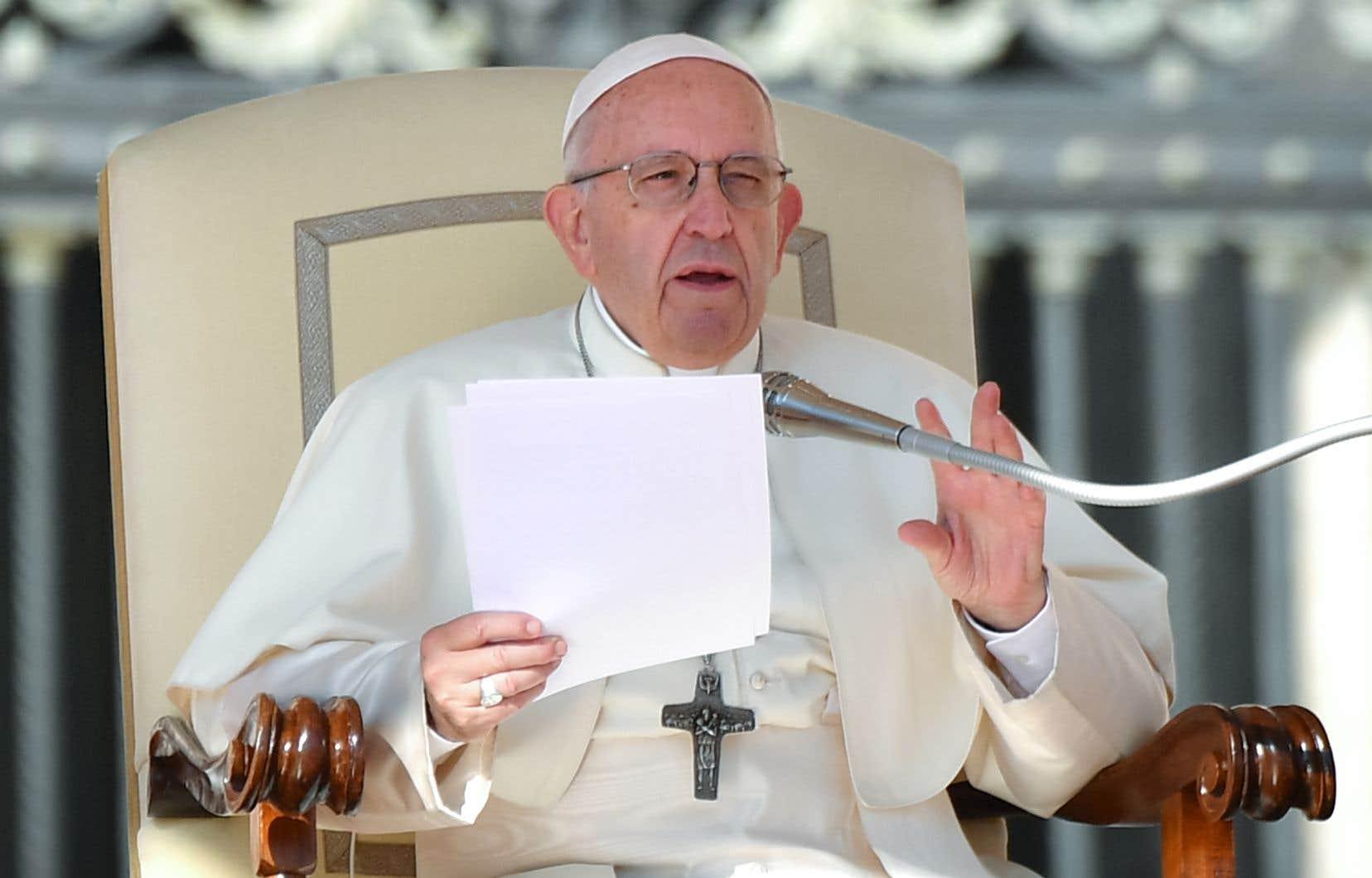 Lors de sa traditionnelle audience sur la place Saint-Pierre, le pape a fustigé «la dépréciation de la vie humaine».