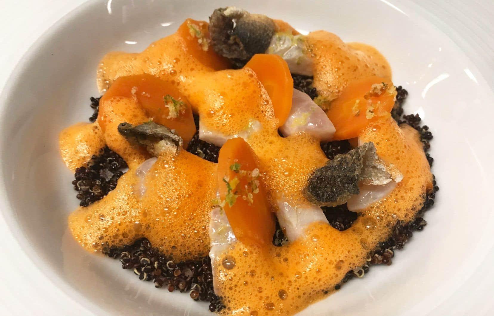 Déposer la dorade marinée, puis les rondelles de carottes