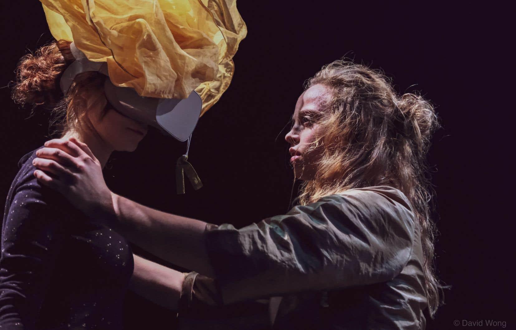 «Eve» de la chorégraphe italienne Margherita Bergamo est une expérience de réalité mixte qui floute les frontières entre le réel et le virtuel.