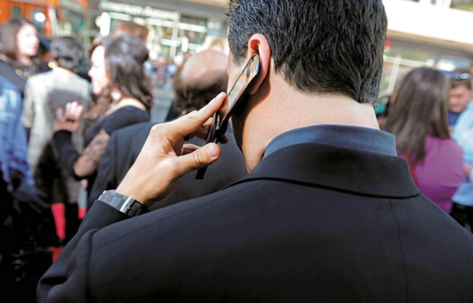 La chercheuse principale de l'étude Interphone, la Dre Elisabeth Cardis, plaide pour la poursuite des recherches sur l'impact des téléphones portables  un domaine peu exploité par les scientifiques malgré le fait que l'utilisation du portable ne cesse de se répandre un peu partout sur la planète.