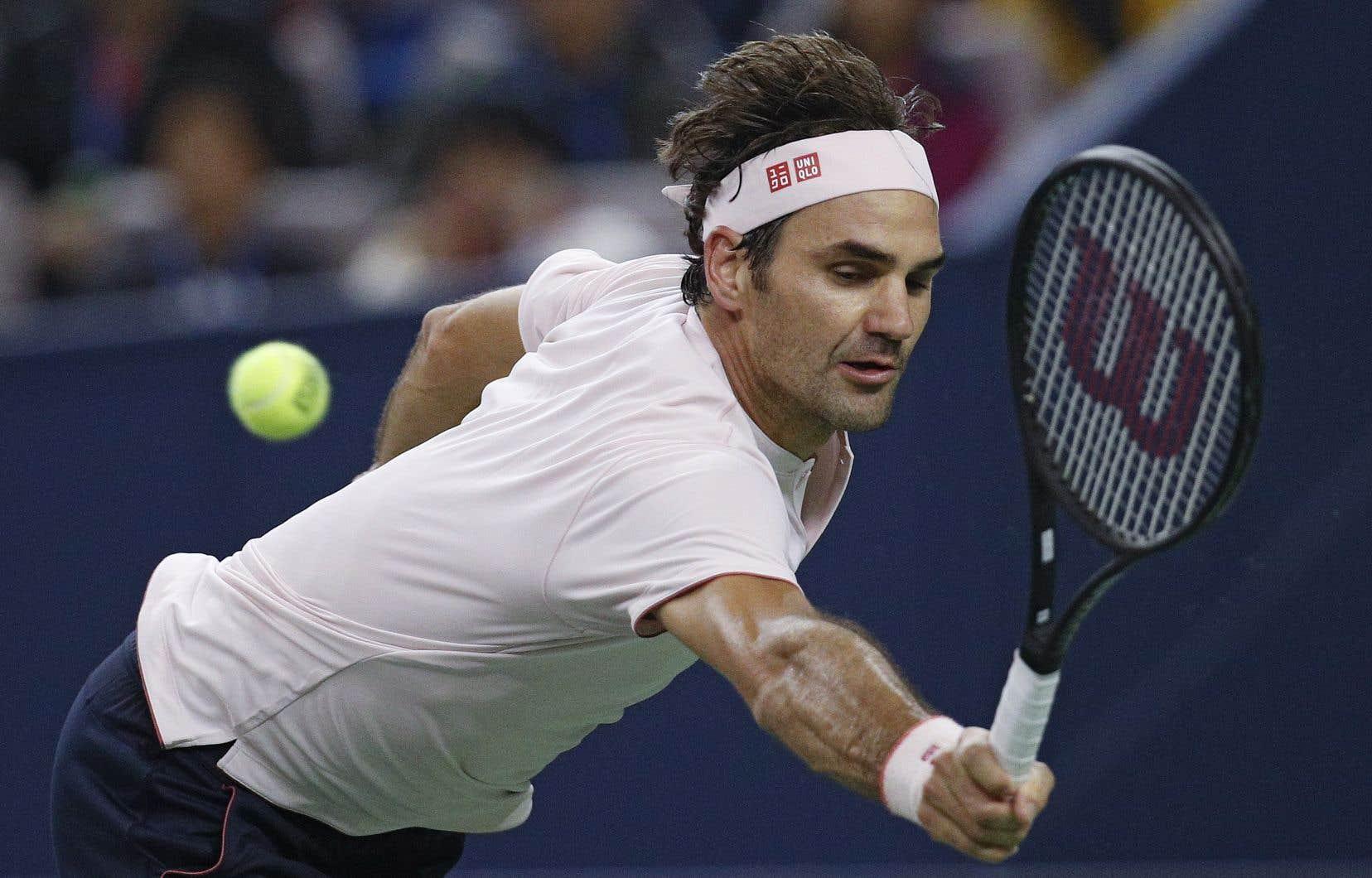 Federer a terminé le match avec 10 as et a réussi 71% de ses premières balles de service.