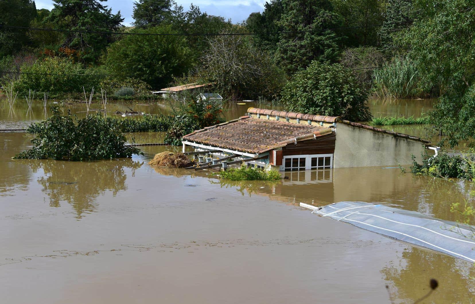 inondations dans le sud ouest de la france au moins 13 morts le devoir. Black Bedroom Furniture Sets. Home Design Ideas