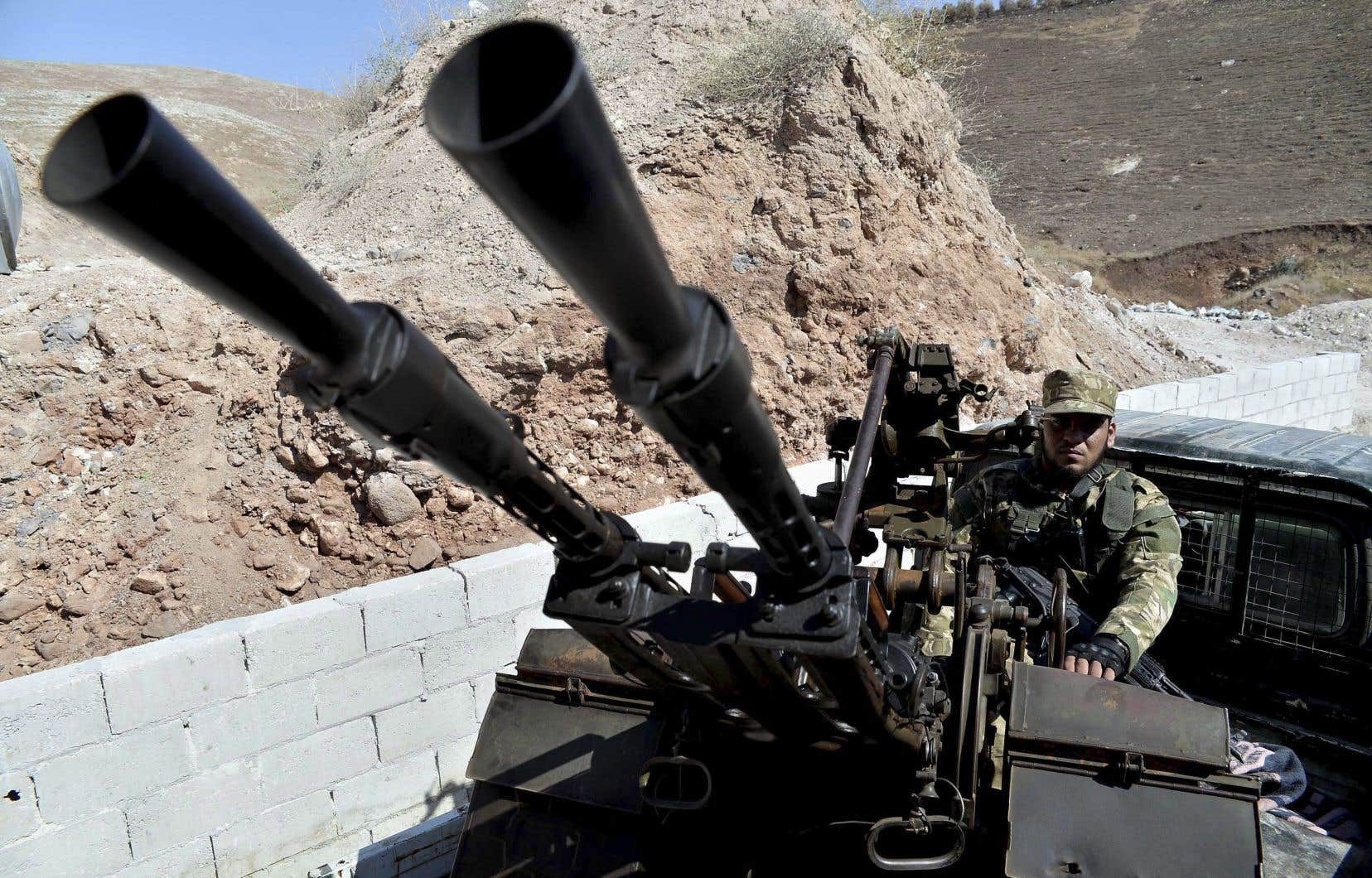 Les armes lourdes des insurgés devaient être retirées avant le 10octobre, tandis que les djihadistes devaient avoir quitté les lieux à la mi-octobre.