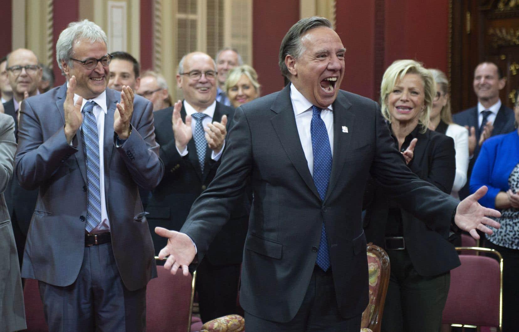 François Legault a accueilli ses 73 députés caquistes, mardi à Québec, lors de leur assermentation à l'Assemblée nationale.