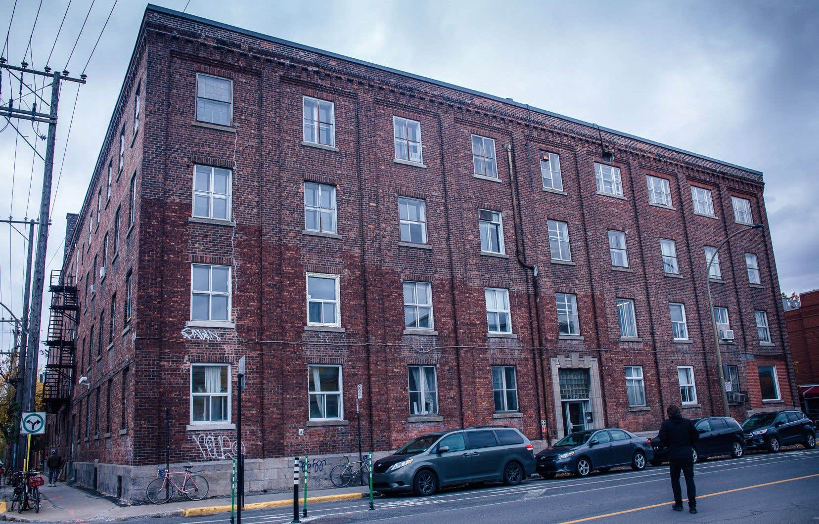 Les artistes dont les ateliers sont logés au 305, rue de Bellechasse craignent une hausse des loyers qui les pousserait à quitter l'immeuble.