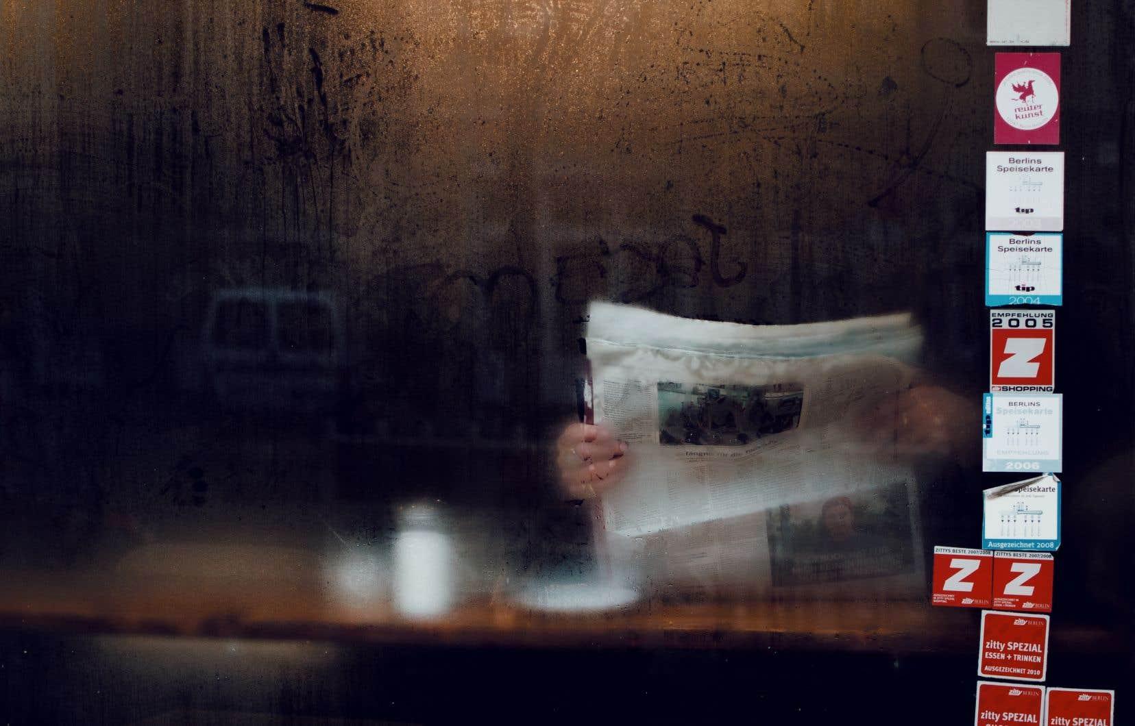 L'émergence des fausses nouvelles témoigne d'un malaise profond dans la population et d'une perte de confiance envers les institutions politiques et médiatiques.