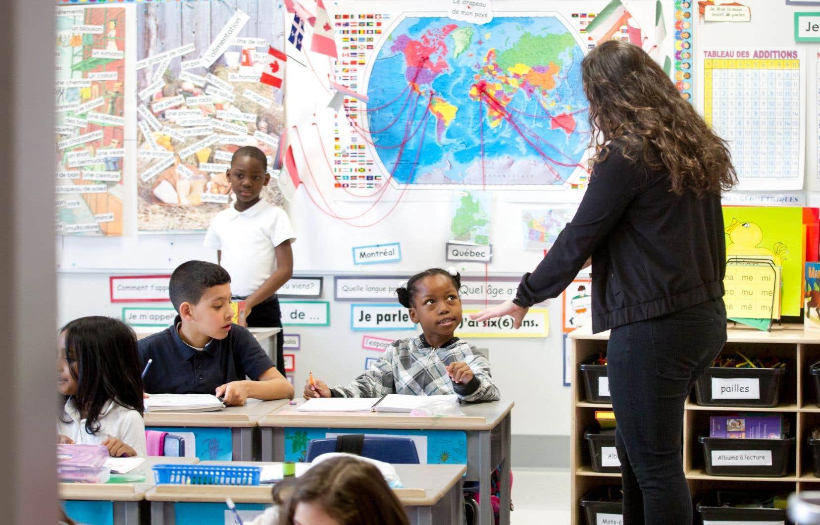 À Paris et à Montréal, le monde de l'éducation affronte les mêmes enjeux. Si le diagnostic est similaire des deux côtés de l'Atlantique — et parfois dans tout l'Occident —, les solutions peuvent varier.