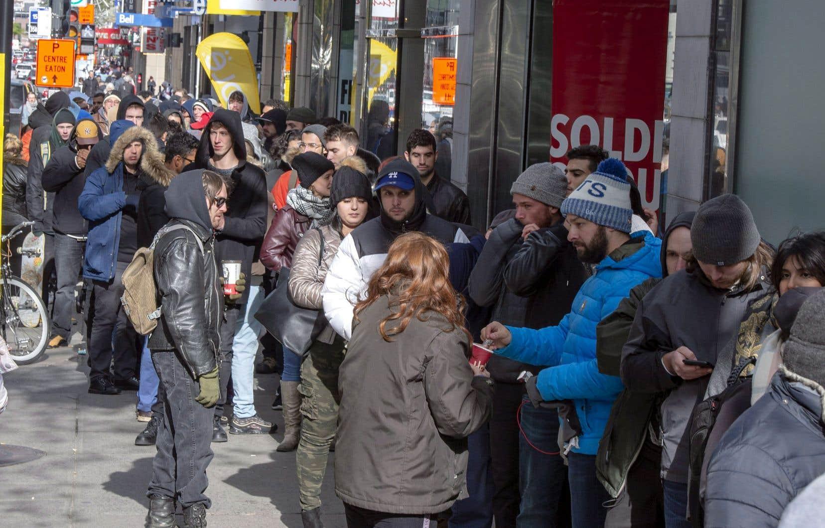 Les files d'attente se sont à nouveau formées devant les boutiques de la SQDC.