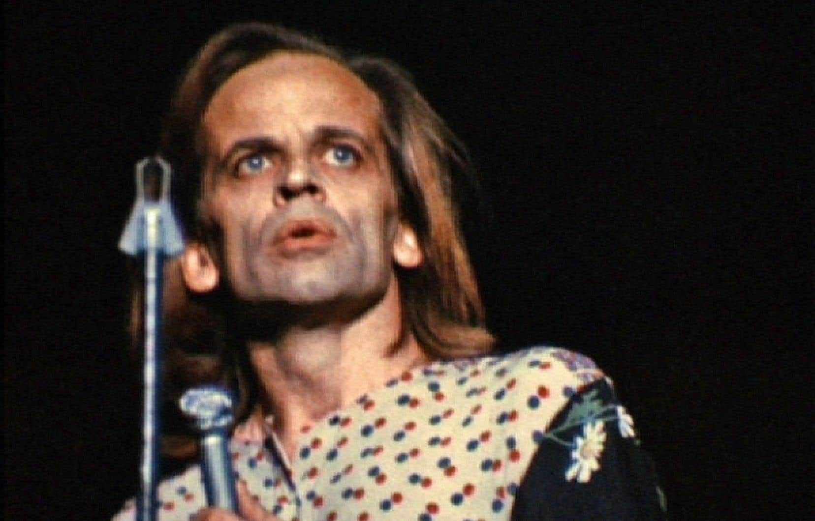 Le 20 novembre 1971, Klaus Kinski, seul en scène, récite «30 feuillets dactylographiés», une relecture toute personnelle, et aux accents revanchards, de la vie du Christ.
