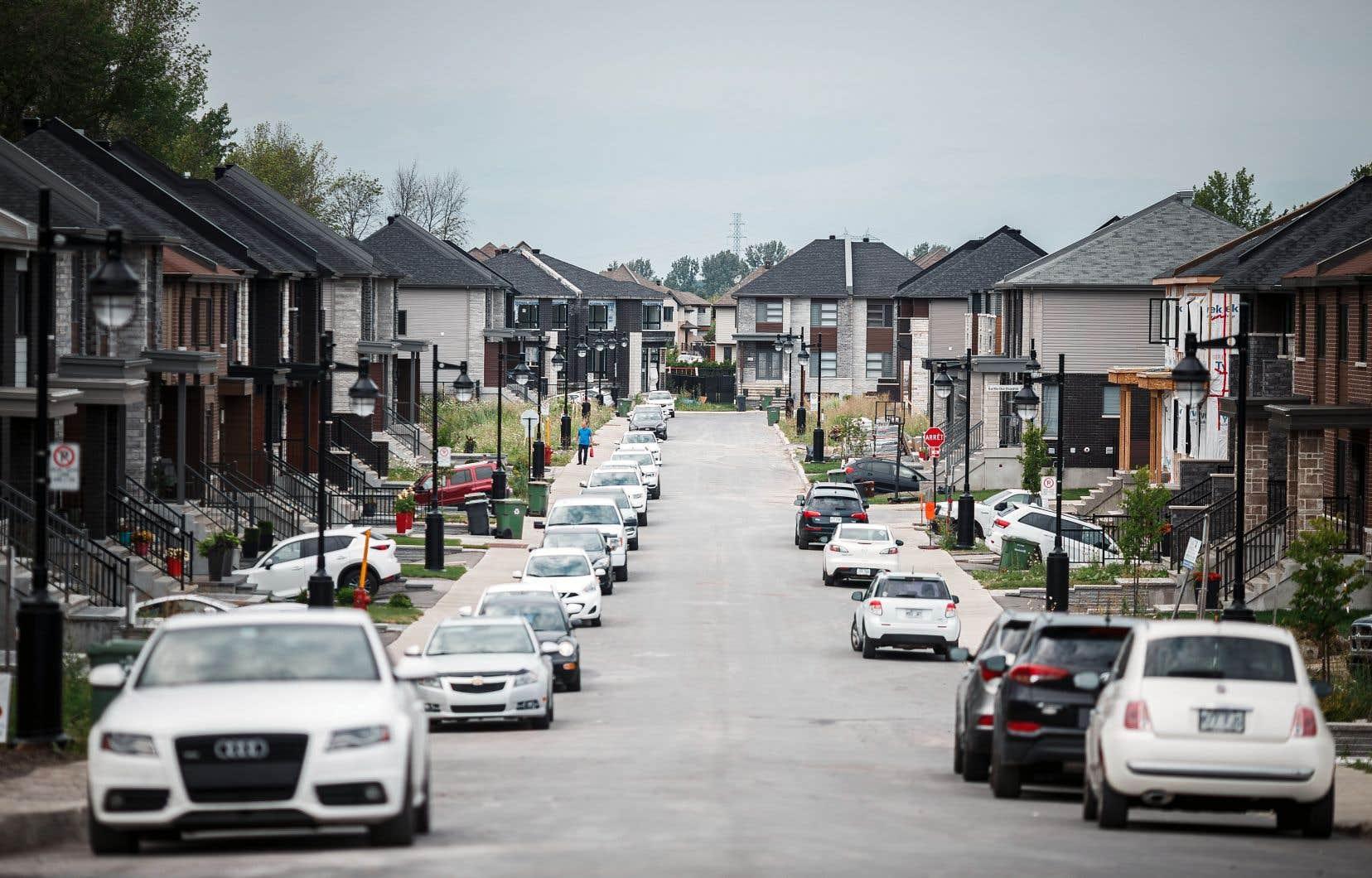 De nouveaux projets domiciliaires se sont multipliés dans la province, permettant aux municipalités situées en périphérie des centres urbains de croître à une vitesse jusqu'alors inégalée.