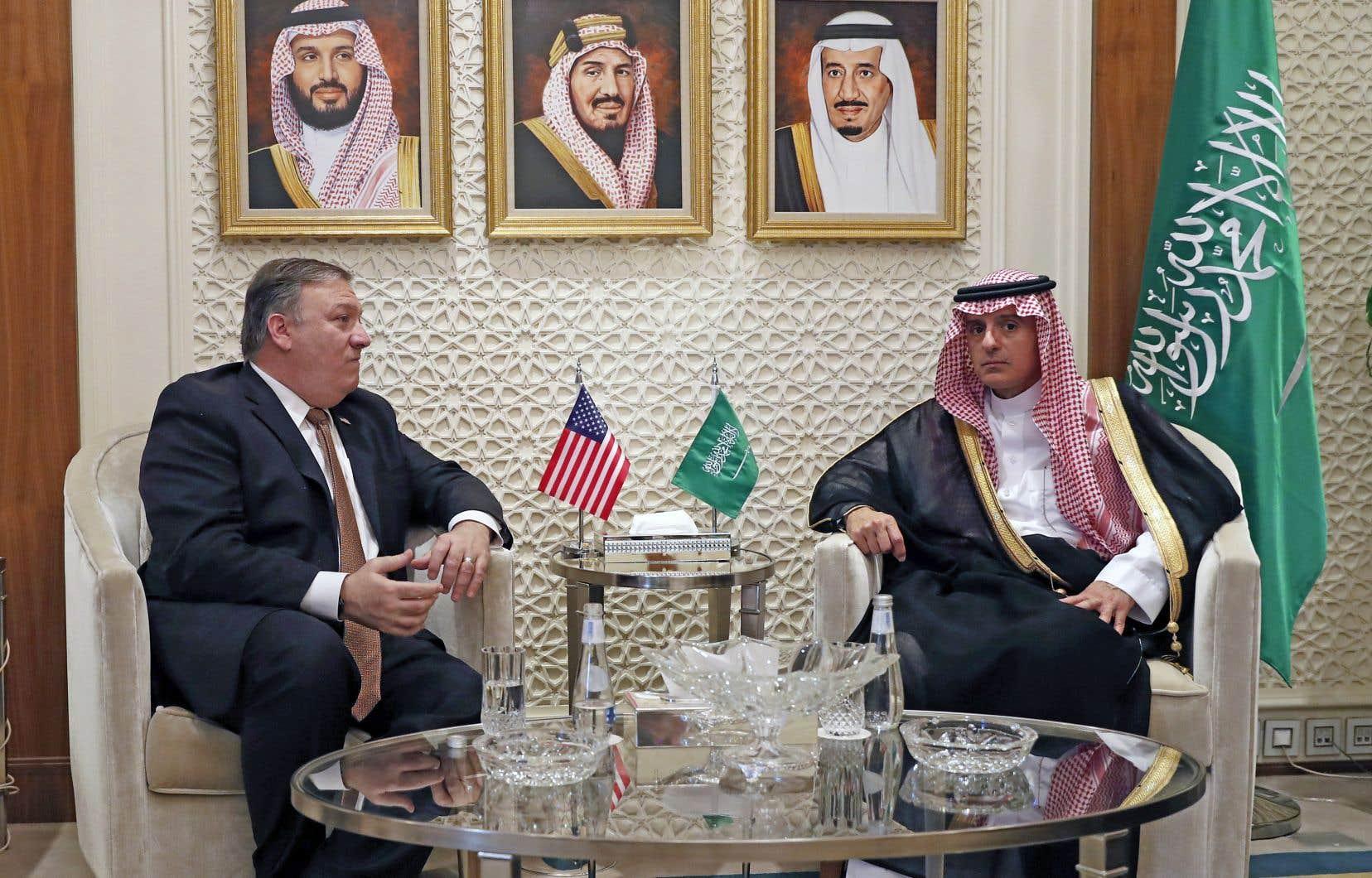 Le prince héritier Mohammed ben Salmane n'était «pas informé» de l'opération qui a mené à l'assassinat de Jamal Khashoggi, a affirmé dimanche le ministre saoudien des Affaires étrangères, Adel al-Jubeir. À sa droite, son homologue américain, Mike Pompeo.