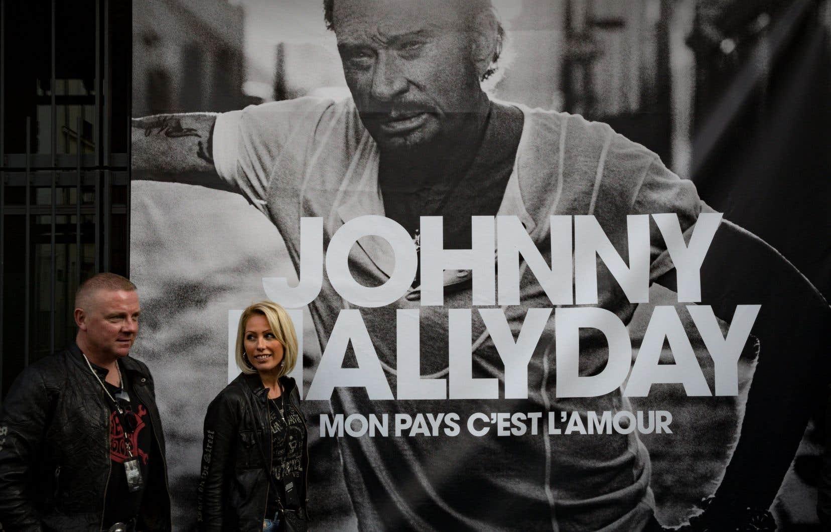 <em>Mon pays c'est l'amour</em>, l'album posthume de Johnny Hallyday, s'est vendu à 631 473 exemplaires physiques (CD et vinyles) en France depuis sa sortie vendredi.