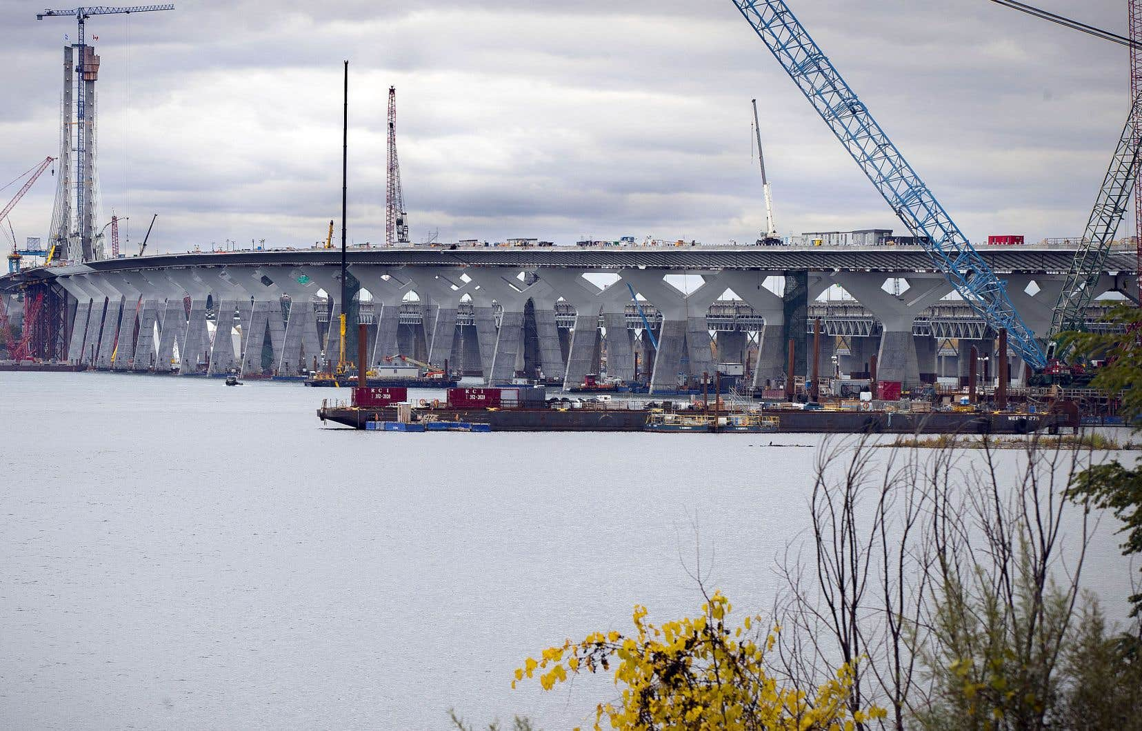 Les travaux de la structure du pont et les haubans seront terminés pour le 21 décembre, mais les travaux d'asphaltage et d'imperméabilisation des tabliers ne pourront être réalisés avant le printemps.