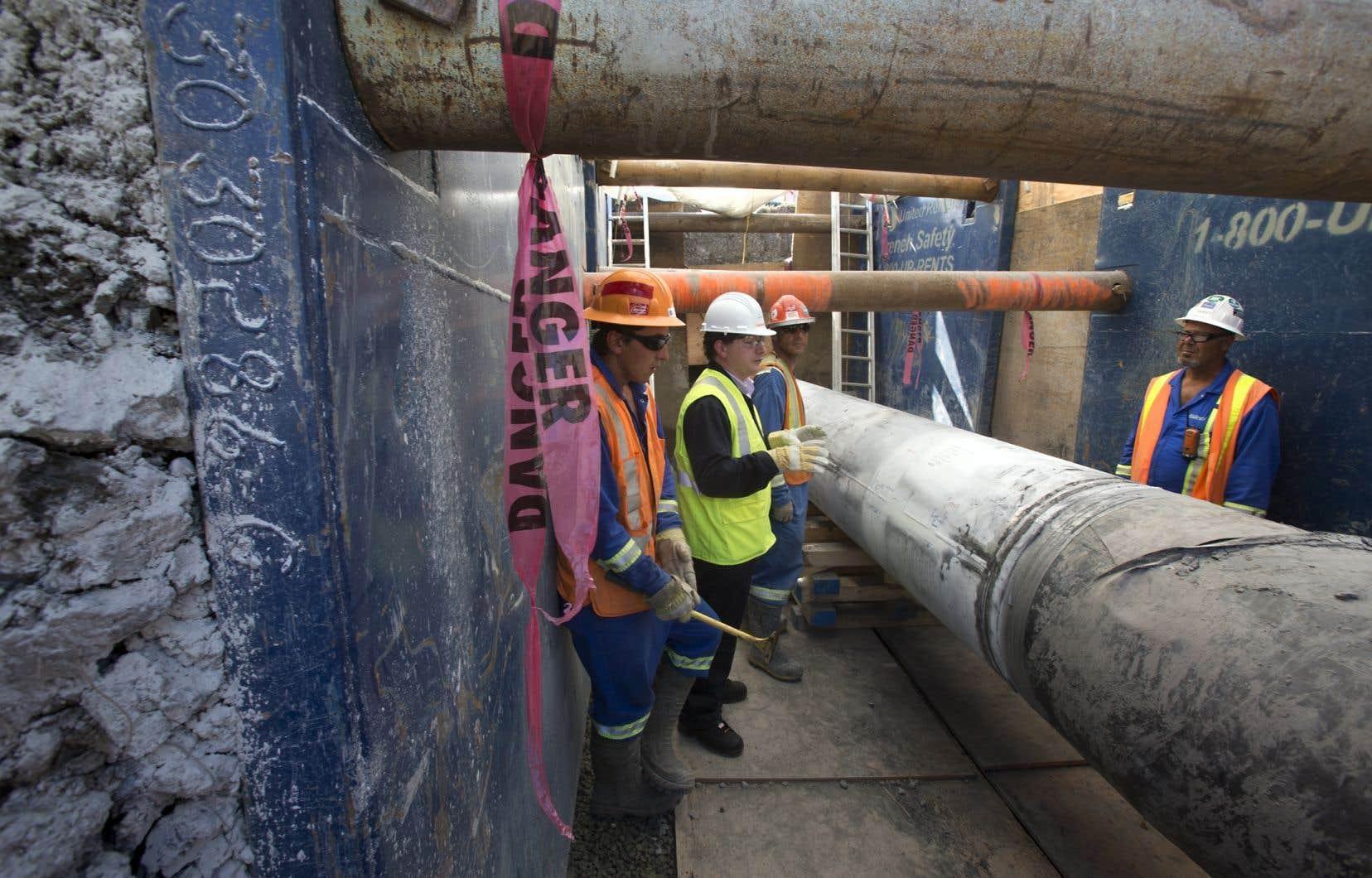 La FCCQ a déjà demandé au gouvernement «d'appuyer l'inversion du pipeline de la ligne 9» d'Enbridge, un projet controversé d'acheminement du pétrole des sables bitumineux vers les raffineries de l'est du pays.