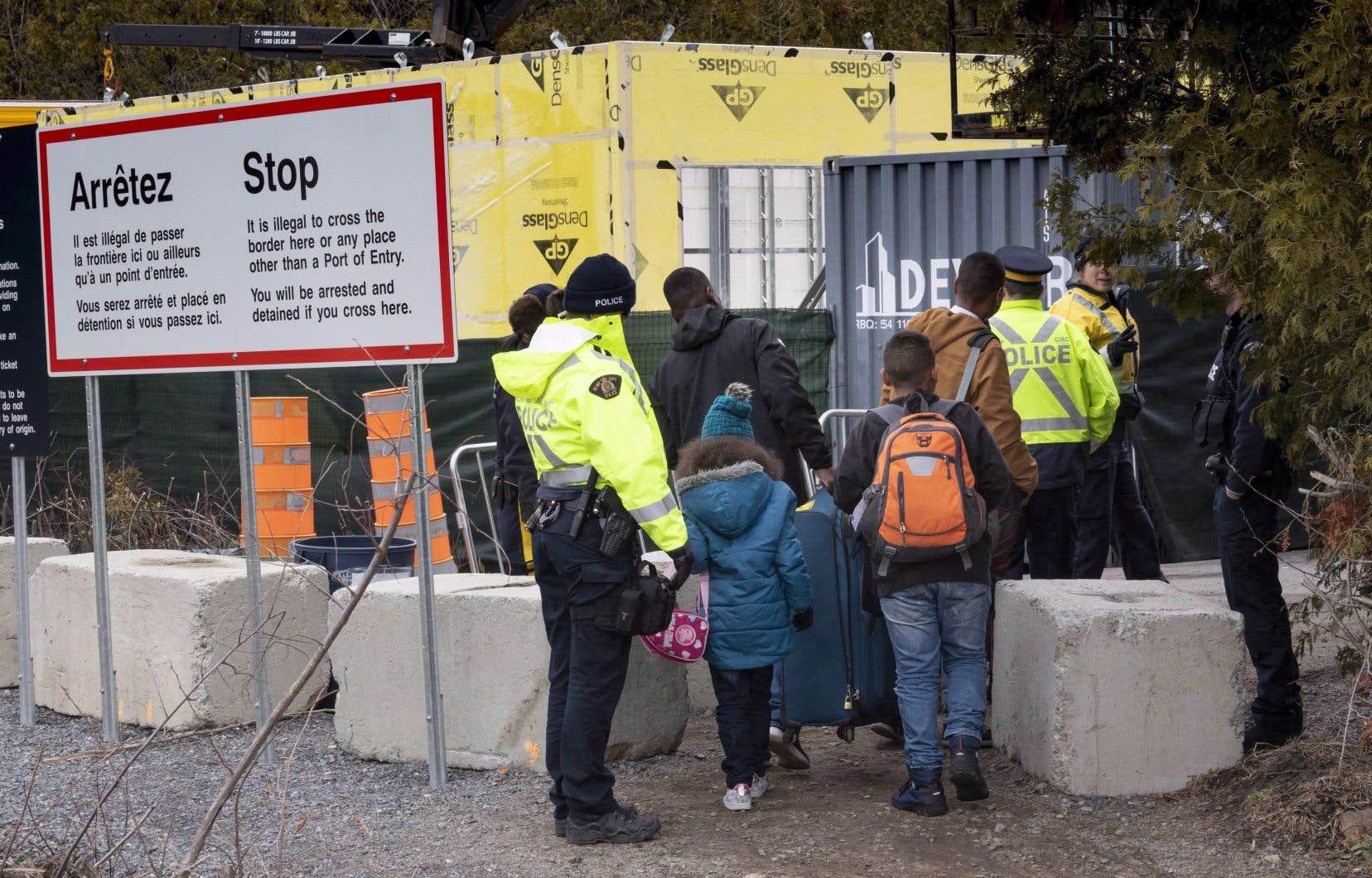 Le gouvernement emploie les médias sociaux comme un outil de diffusion à l'étranger pour sensibiliser les migrants en situation irrégulière qui envisagent de venir au Canada.