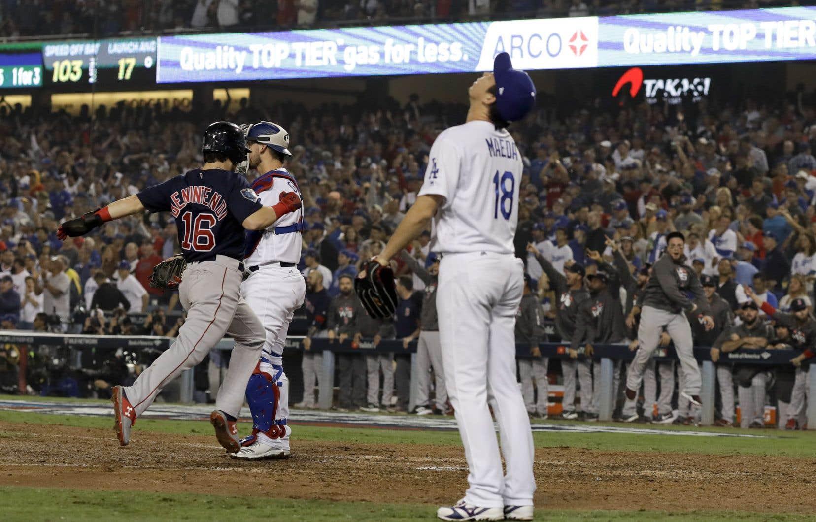 Les Dodgers ont ouvert les écluses en fin de sixième, alors que le pointage était toujours intact.Il ne fallait cependant pas compter les Red Sox pour vaincus si vite.