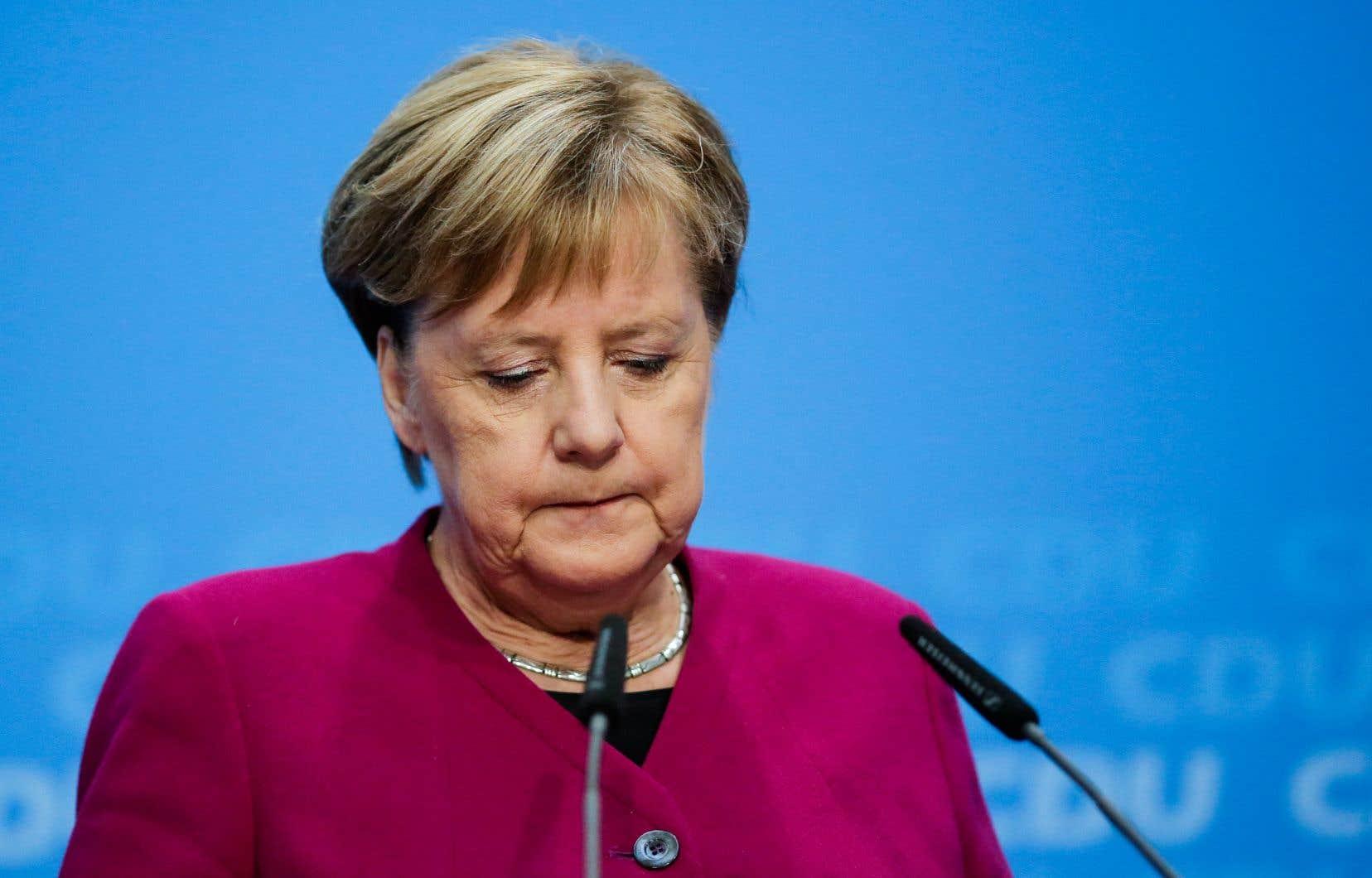 Angela Merkel a justifié son souhait d'aller au bout de son mandat actuel, qui se terminera en 2021, par la nécessité de faire preuve de «responsabilité» à la tête du pays, dans un climat mondial et intérieur agité.