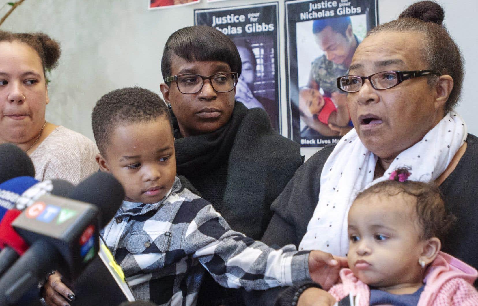 <p>Les proches de Nicholas Gibbs réclament 1,035million de dollars en dommages moraux et 100000$ en dommages punitifs à la Ville de Montréal.</p>