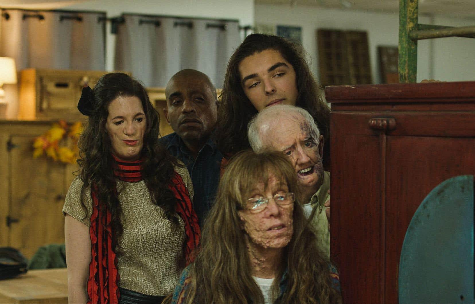 De gauche à droite: Alison Midstokke, Eddie Ramon Ruiz Jr., Robin L'Houmeau, Cyndy Nicholsen et David Roche dans une scène de «Happy Face»