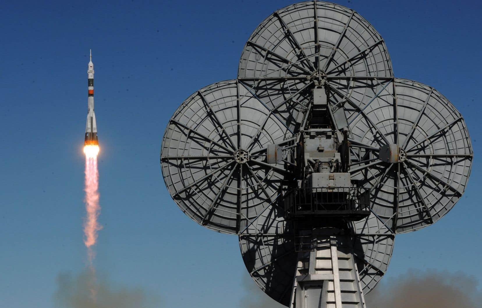 <p>L'équipage qui devrait s'envoler le 3 décembre sera composé du cosmonaute russe Oleg Kononenko, de l'astronaute américaine Anne McClain et de l'astronaute canadien David Saint-Jacques.</p>