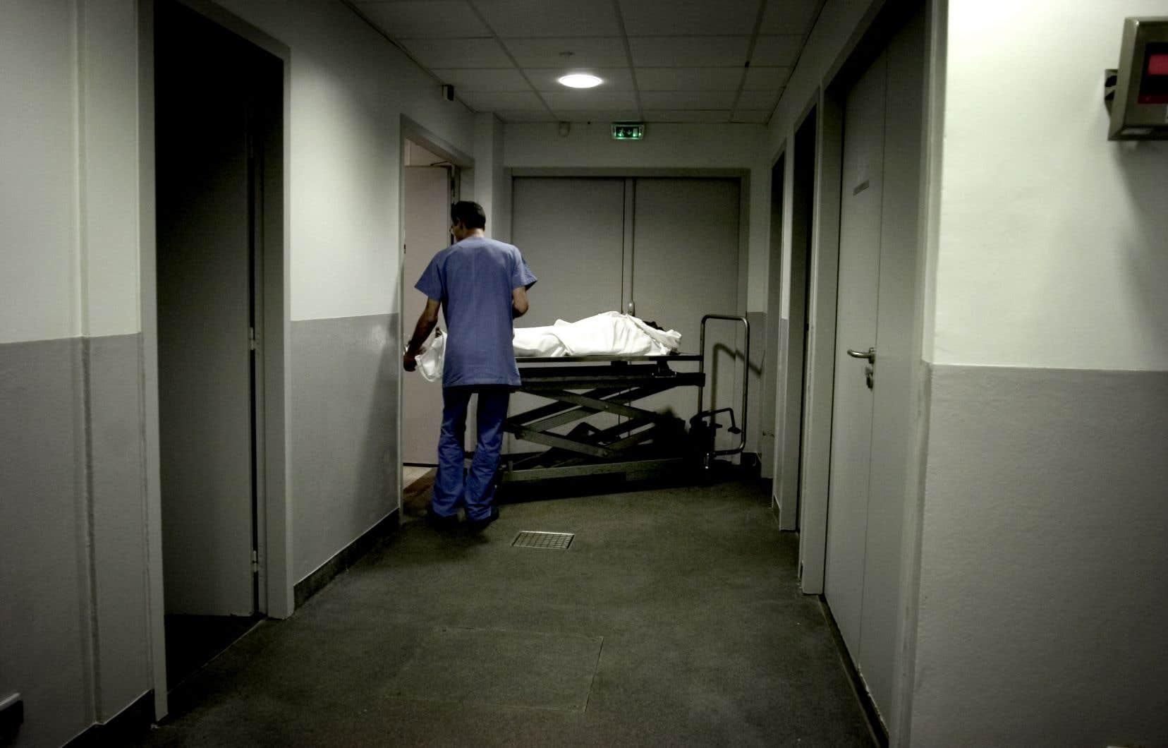 Les médecins partout au Canada devront remplir ce formulaire dès jeudi, alors qu'entre en vigueur le règlement fédéral sur la surveillance de l'aide médicale à mourir.