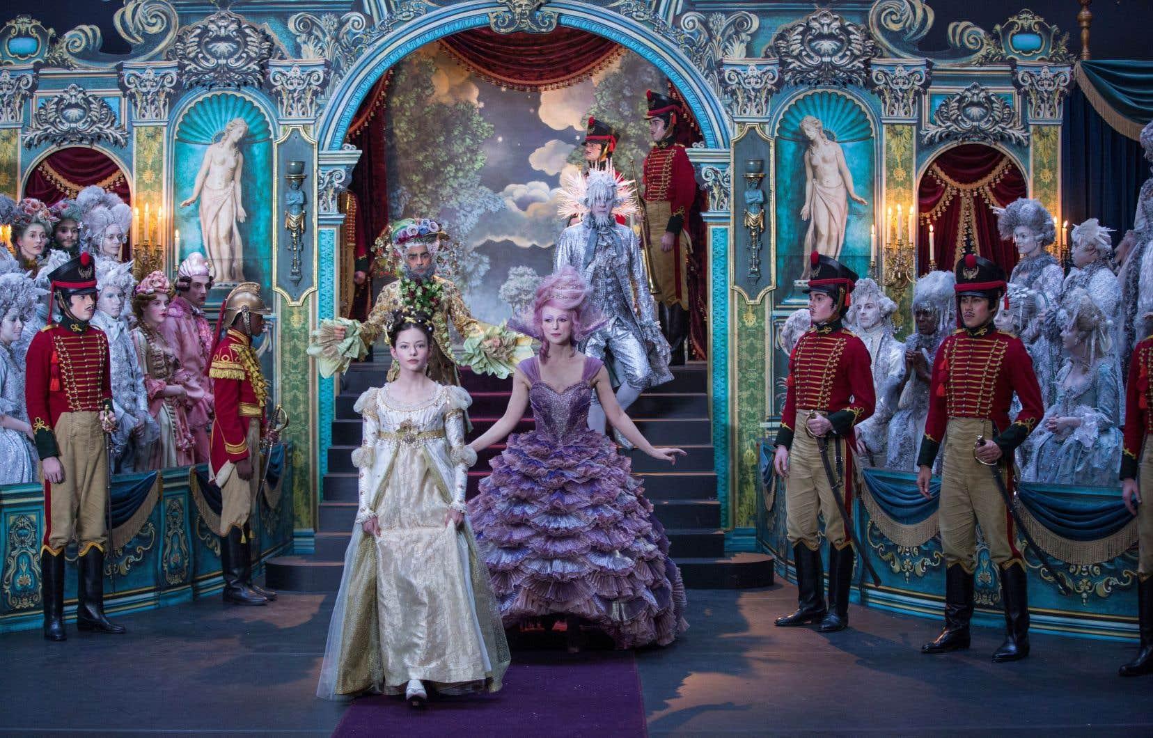 Le film est un pur produit Disney du temps des Fêtes et n'a pas à en rougir, tant cette production en met plein la vue et recrée une fantasmagorie dans un cadre anglais d'inspiration Charles Dickens.